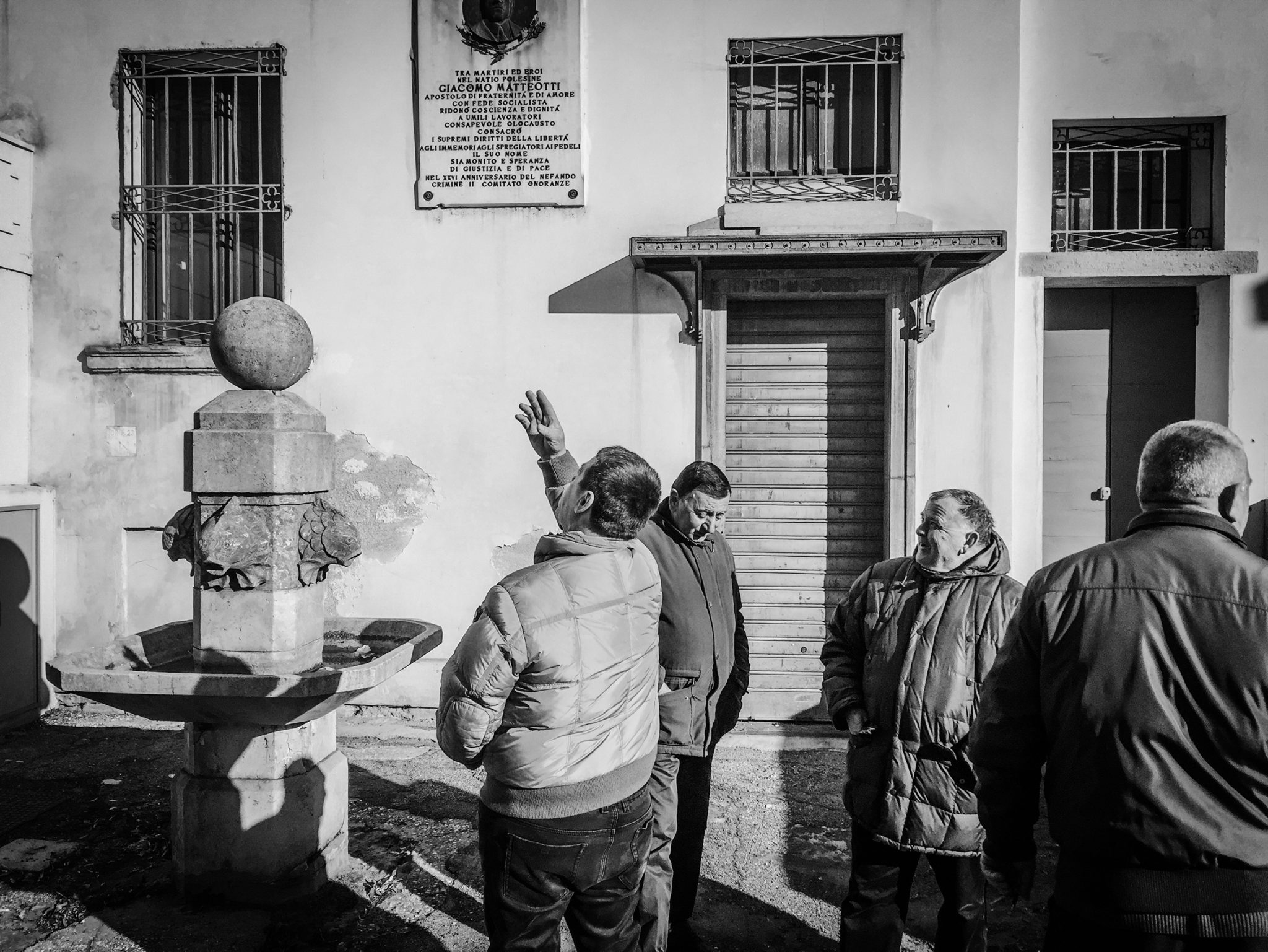 People discussing the new building in Piazza Matteotti. Rovigo, 2017