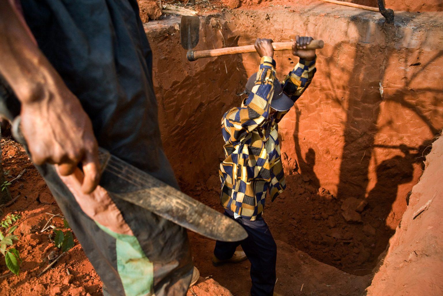 Coltan miners. vKatanga, Carriére Kisengo, Democratic Republic of the Congo, 2008