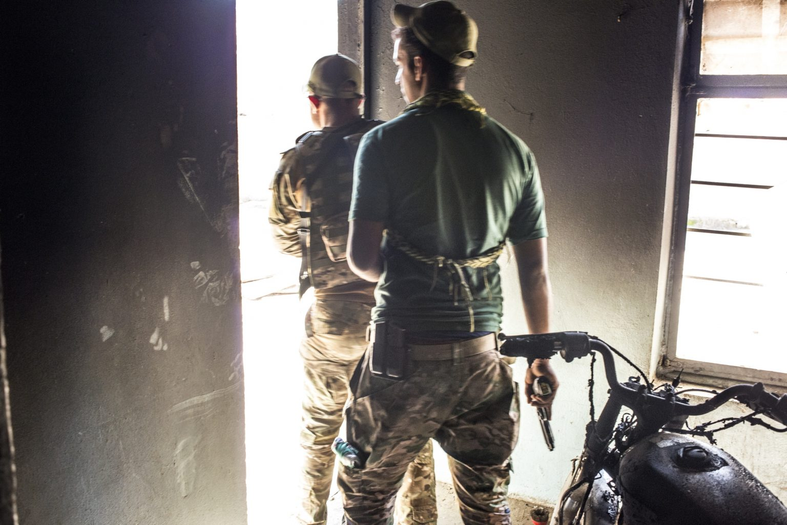 Memebrs of the Iraqi Special Forces inside a building, in Soutwest Mosul. Iraq, 2017