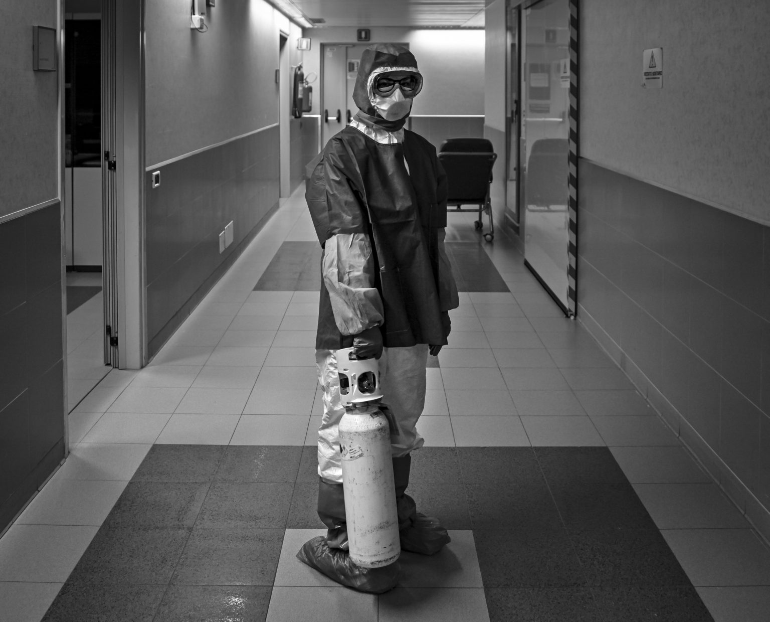 The consequences of the coronavirus outbreak in Emilia Romagna during lockdown. The Policlinico hospital.  Anesthesia 1 Ward. Intensive Care Unit.  Modena, Italy, 2020