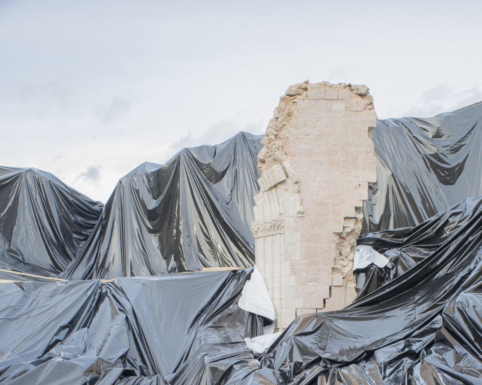 Basilica of San Benedetto, temporary cover placed over the rubble after the collapse of the church caused by the earthquakes of 30 October 2016. Norcia, Perugia, Italy 2016.