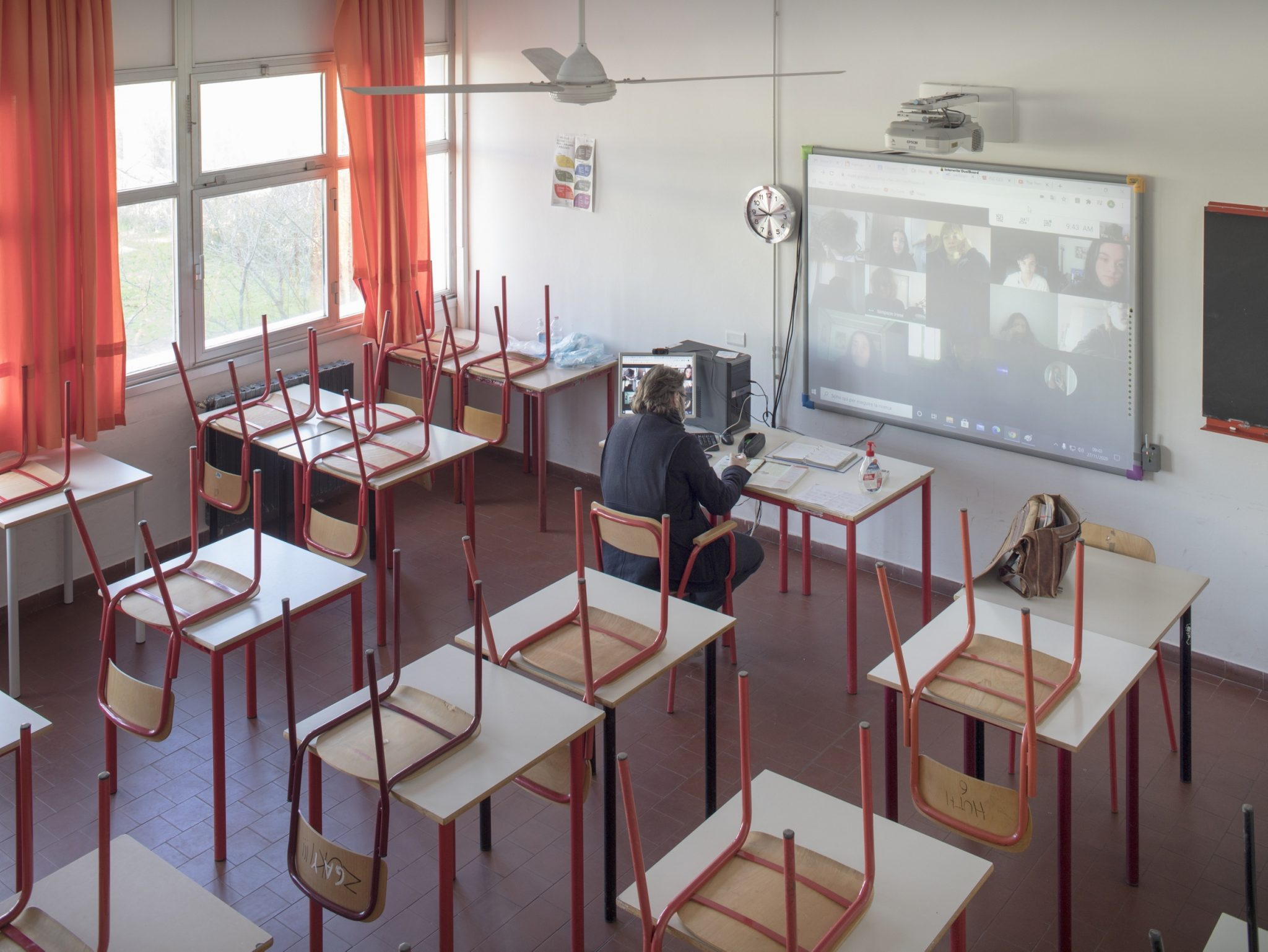 English class  at the Gobetti Volta linguistic High School, Bagno a Ripoli, Florence, Italy, 2020