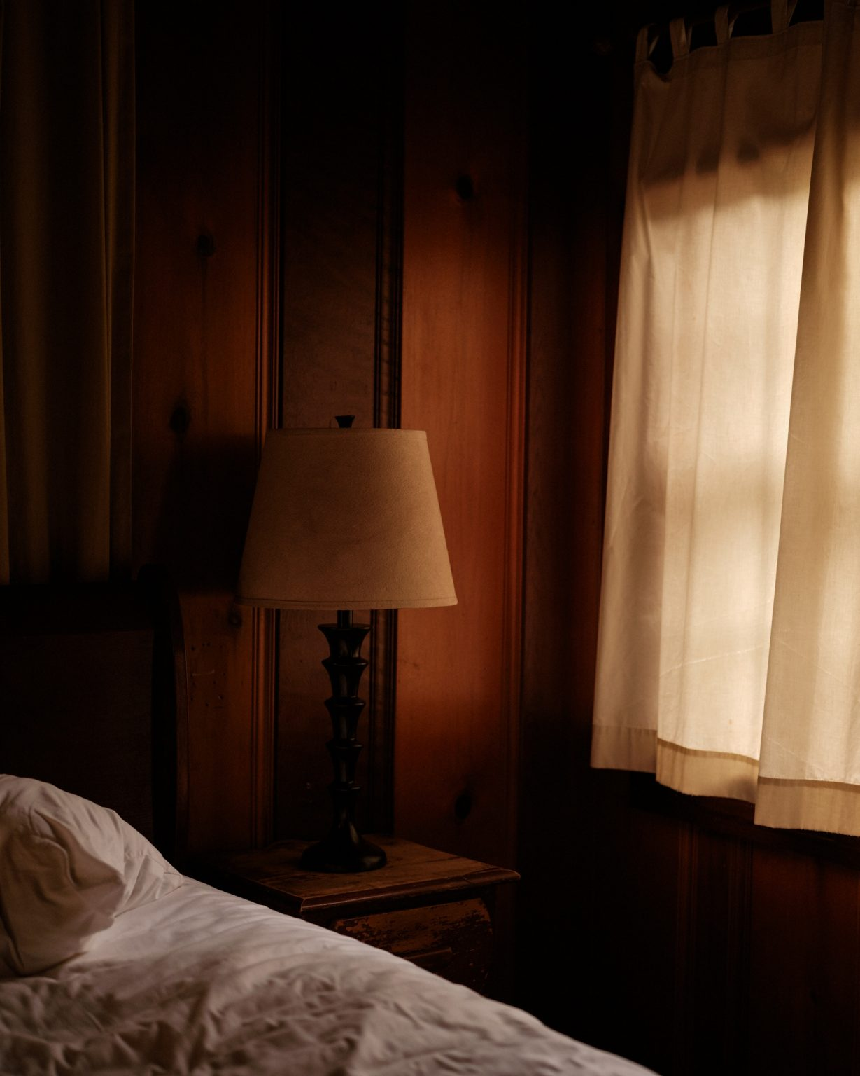 bed-and-window