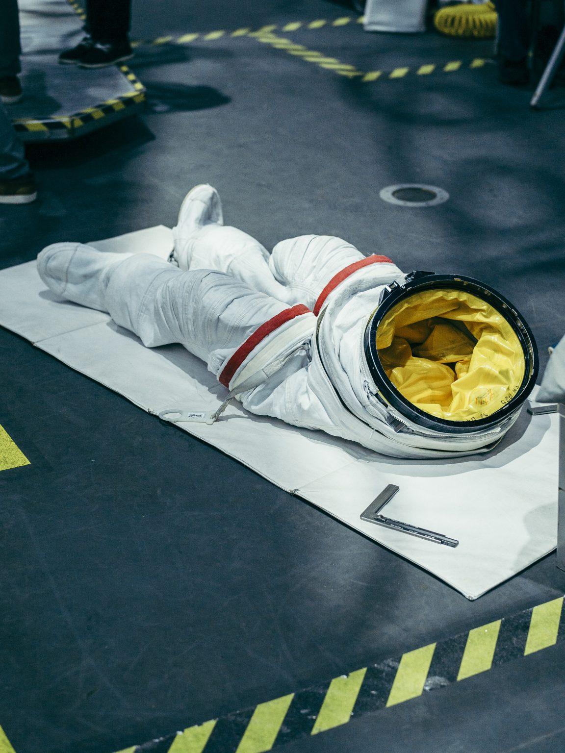 Alexander Gerst's underwater suit. NASA Johnson Space Center, Houston, Texas, USA, 2018 gli addestramenti subacquei.