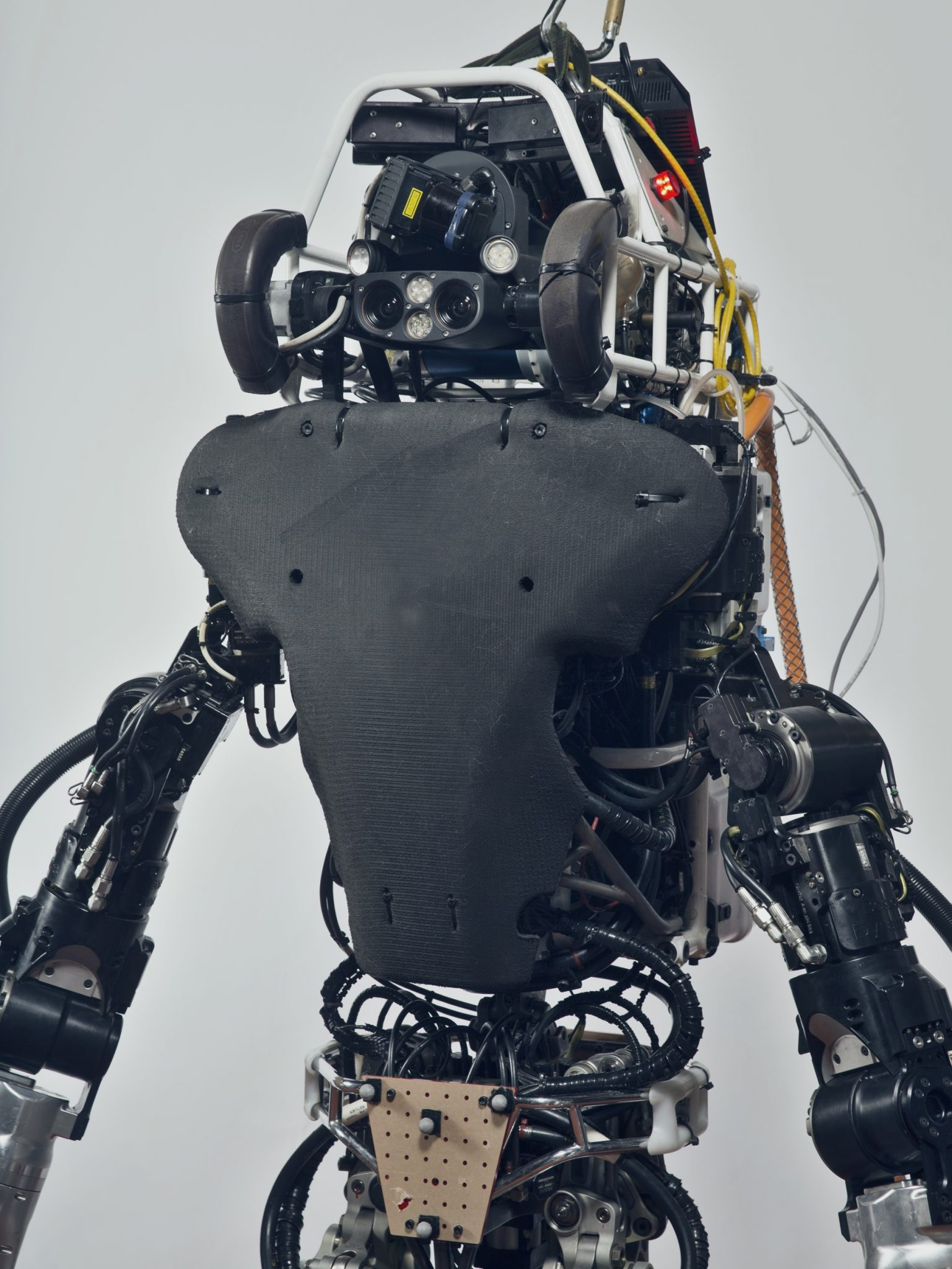 Atlas is a humanoid robot developed mainly by Boston Dynamics, with the financing and supervision of the DARPA (Advanced Research Projects Agency) of the United States. The 1.8 meter robot was designed for search and rescue activities and was presented to the public for the first time in 2013. Massachusetts Institute of Technology, Cambridge, USA, 2017
