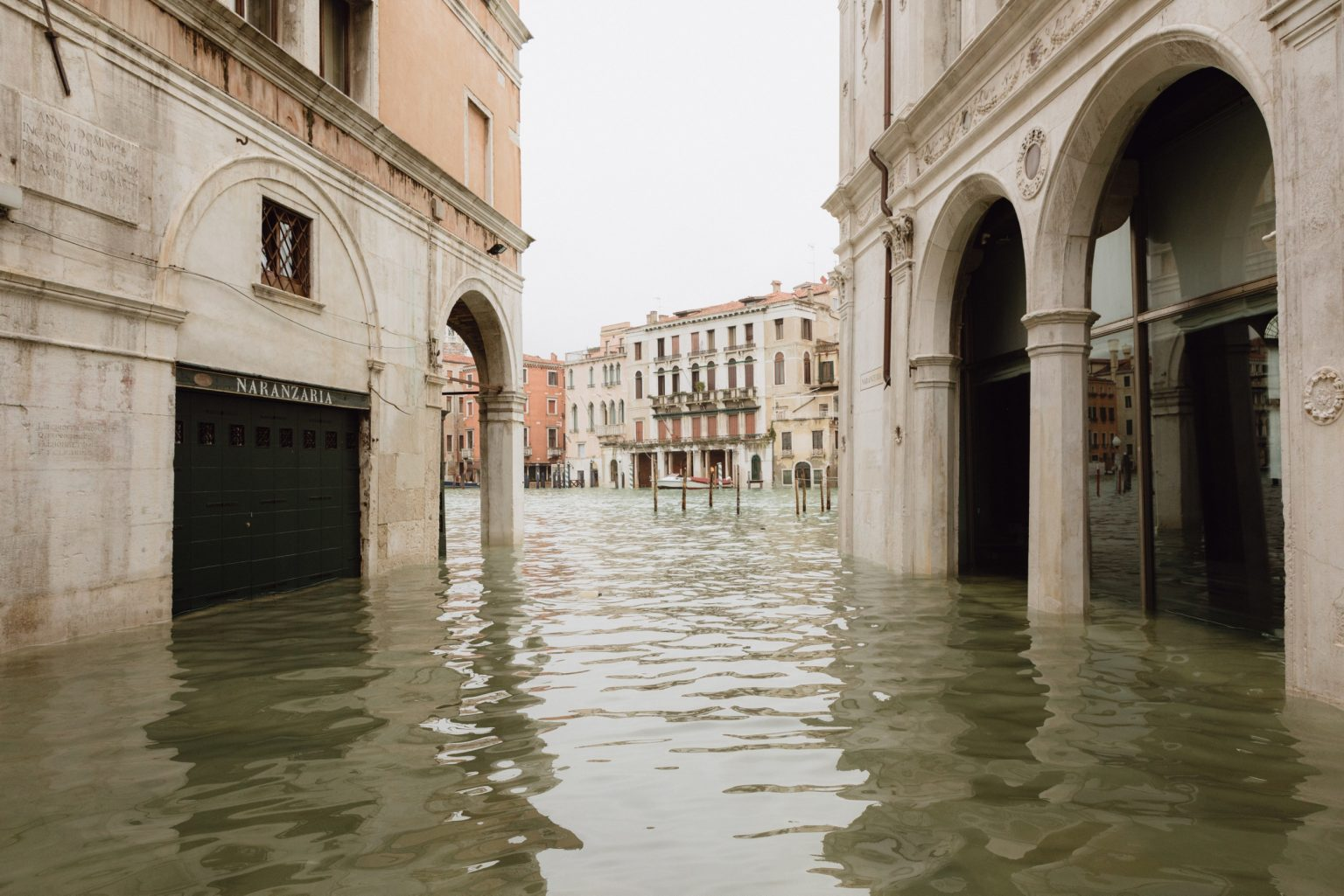 Eccezionale acqua alta a Venezia, dove la marea è salita a 187cm, il dato più alto dall'alluvione del 1966. La mattina dopo, il sindaco Brugnaro ha dichiarato lo stato di calamità. Venezia, Italia, 2019