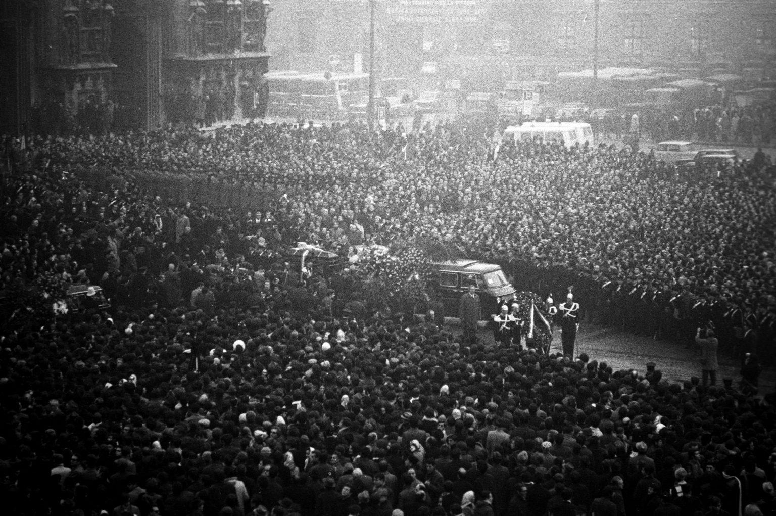 piazza-fontana-funerals-funerali