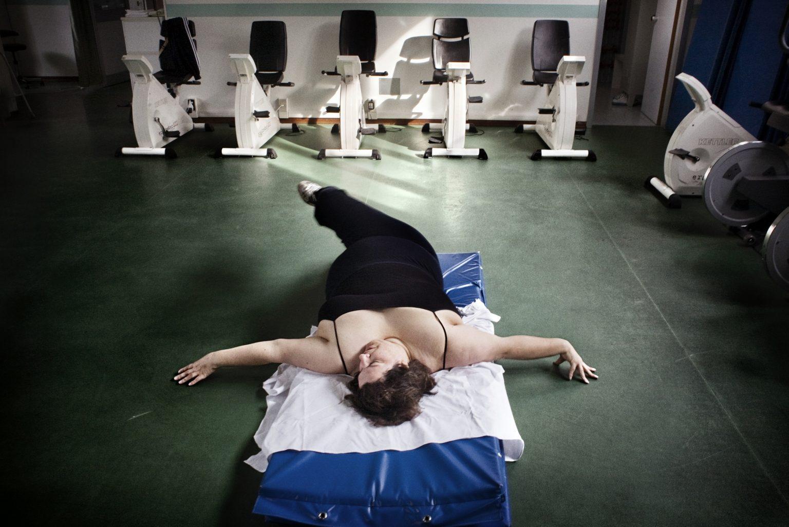 Villa Garda nursing home. Department of Eating and Weight Disorder. Angela doing exercises at the gym. Garda, Verona, Italy 2008