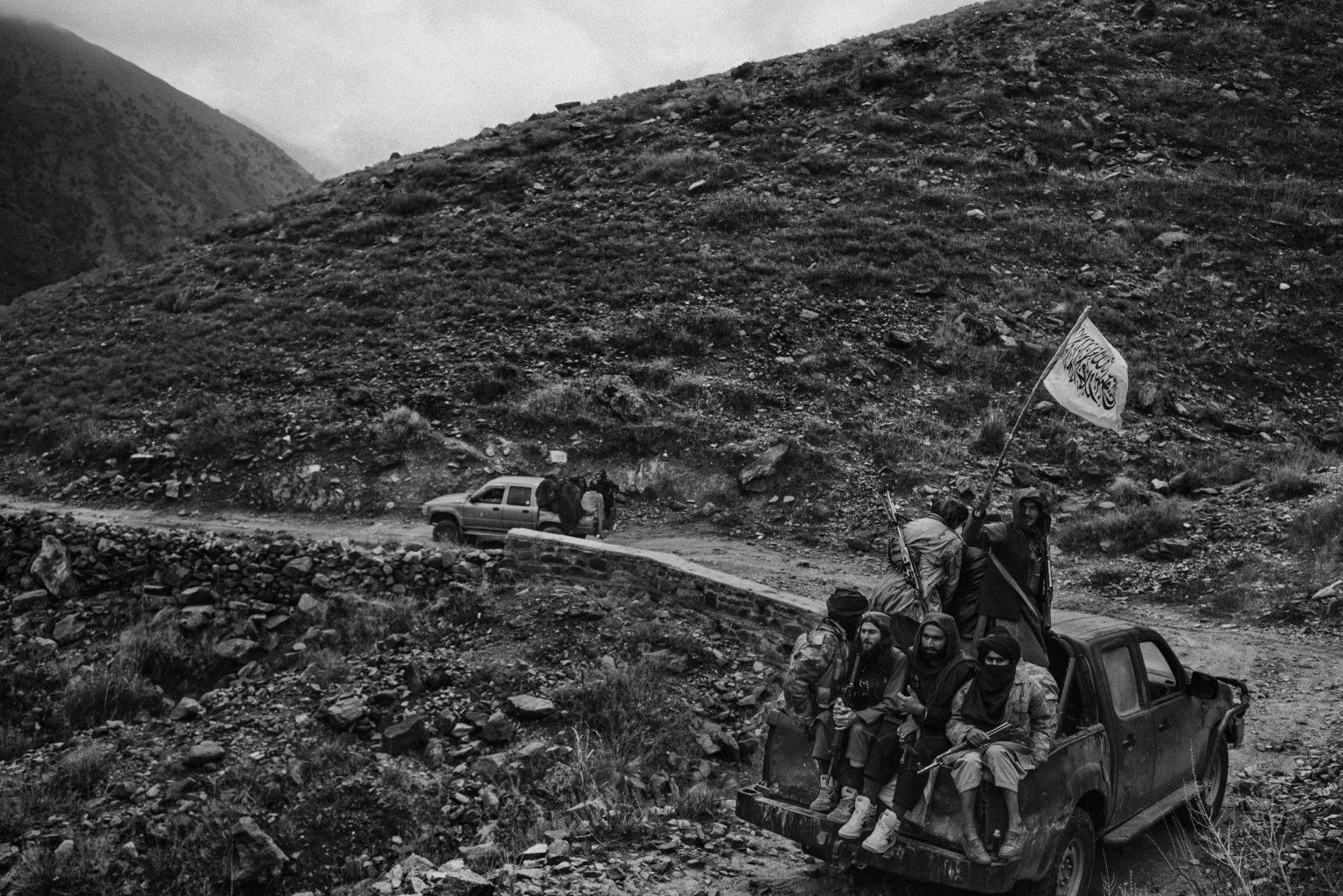 Nangarhar province, Afghanistan, December 2019 -Taliban fighters drive on a road of Khogiani district and display their flag. The area was previously control by the Islamic State then retook by the Taliban. >< Provincia di Nangarhar, Afganistan, dicembre 2019 -  Combattenti talebani guidano su una strada del distretto di Khogiani mostrano la loro bandiera. L'area era precedentemente sotto il controllo dello Stato islamico, quindi riappropriata dai talebani.