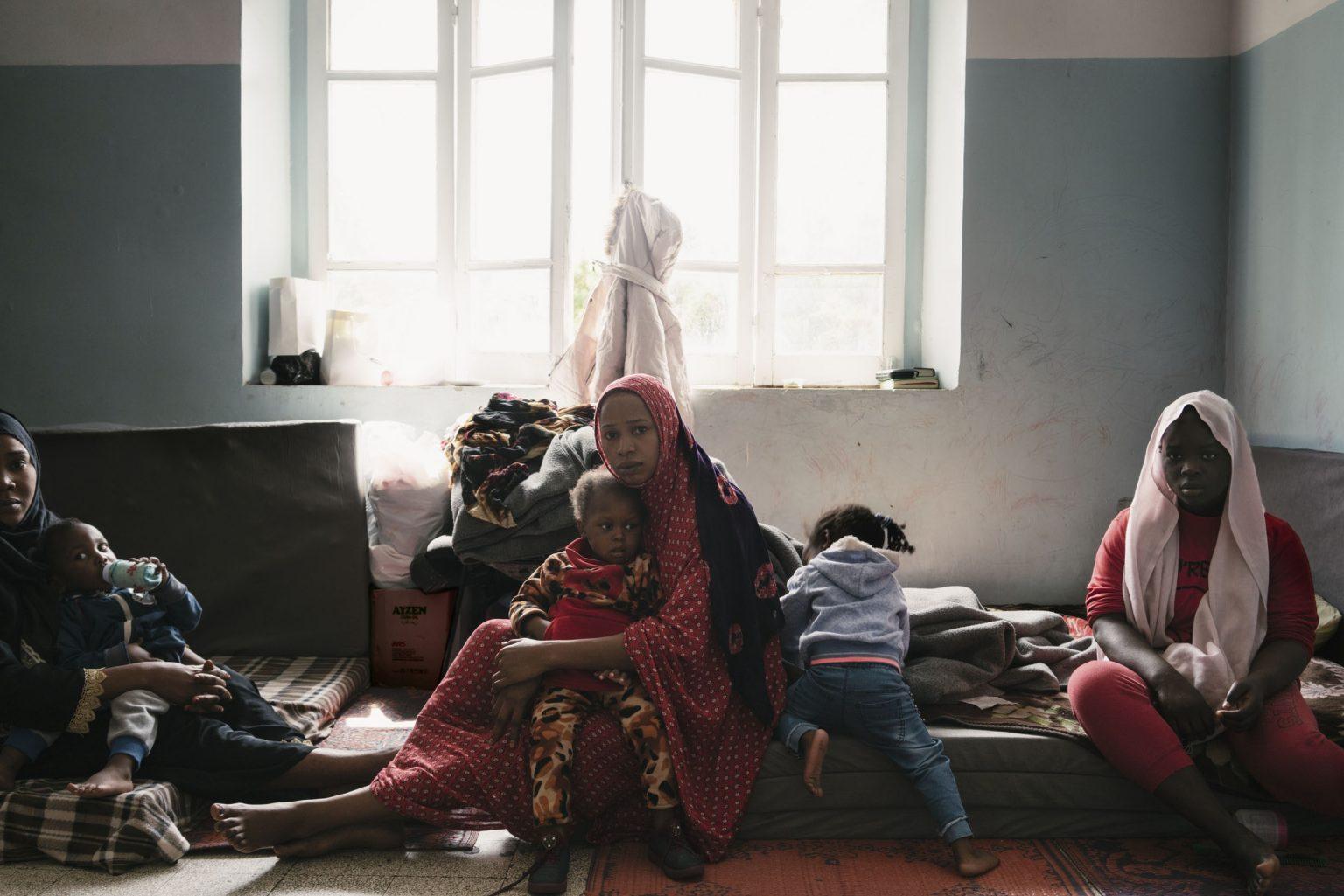 Tripoli, Libya, May 2019 - A group of migrants now live in a school converted into a shelter in central Tripoli.  Some of them were trapped in the detention center of Qasr Ben Ghashir when fighting broke out nearby on April 23rd and at least 12 migrants were wounded. Forces loyal to general Haftar are fighting to take the city of Tripoli and on several occasions migrants were caught in the crossfire or trapped in detention facilities as the frontline drew near. >< Tripoli, Libia, maggio 2019 - Un gruppo di migranti vive in una scuola trasformata in un rifugio nel centro di Tripoli. Alcuni di loro sono rimasti intrappolati nel centro di detenzione di Qasr Ben Ghashir quando sono scoppiati i combattimenti nelle vicinanze il 23 aprile e almeno 12 migranti sono stati feriti. Le forze fedeli al generale Haftar stanno combattendo per conquistare la cittˆ di Tripoli e in diverse occasioni i migranti sono stati catturati nel fuoco incrociato o intrappolati in strutture di detenzione mentre la linea frontale si avvicinava.