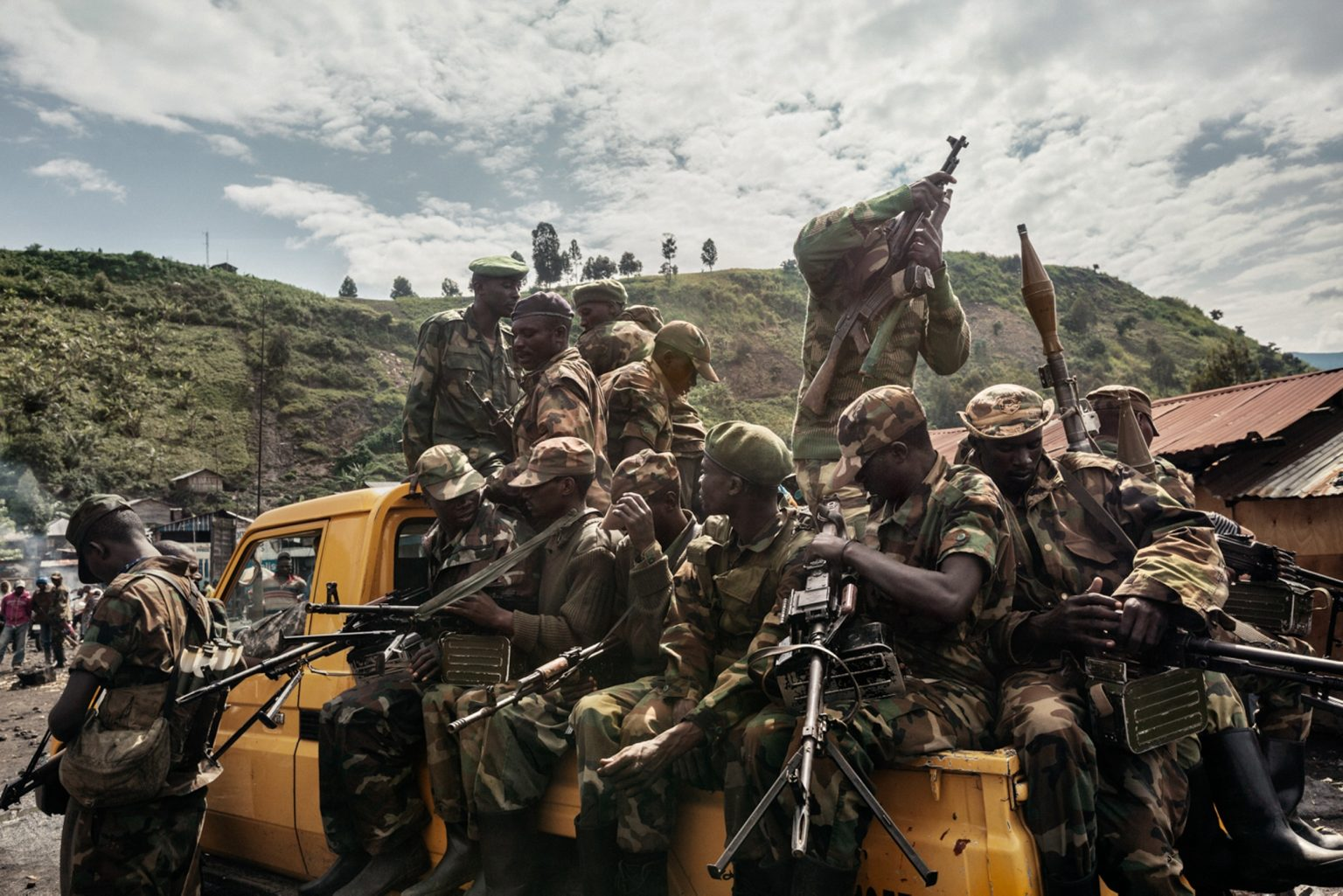 africa-democratic-republic-of-congo-north-kivu-goma-30-11-2012-m23-rebels-congregate-outside-of-sake-25km-west-of-goma-preparing-to-march-back-to-goma-following-orders-to-withdraw-from-the-city