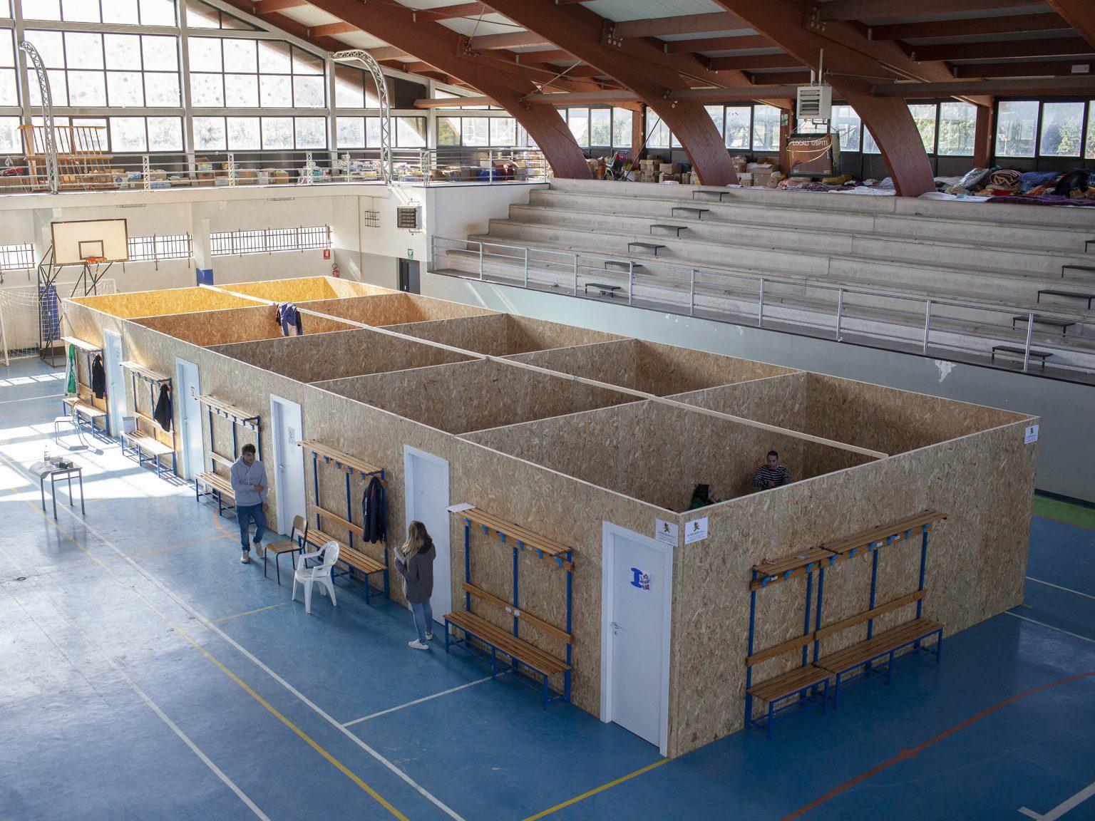Amatrice, settembre 2016 Le aule temporanee del liceo di Amatrice allestite nel palazzetto sportivo.