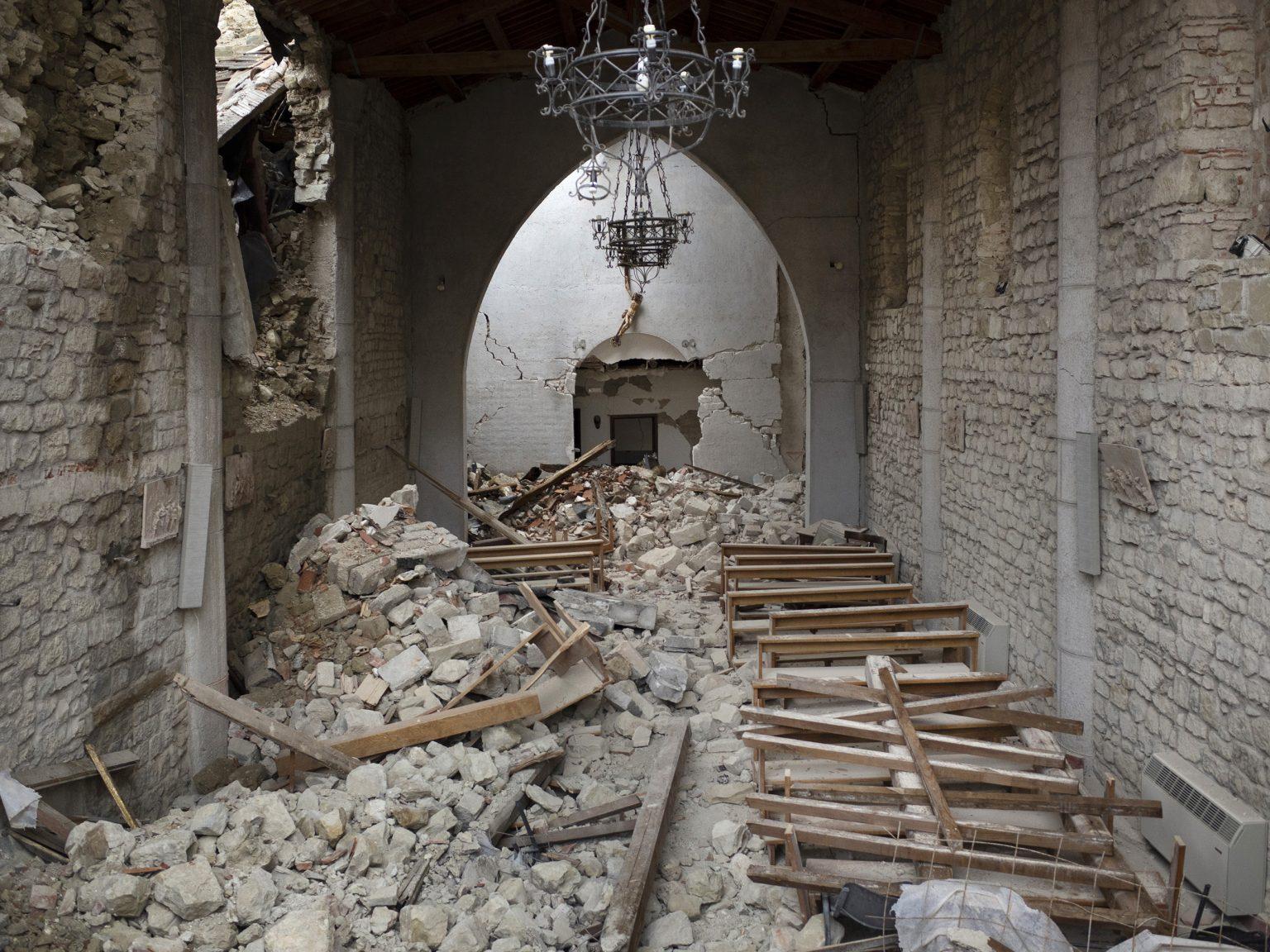 Accumoli, settembre 2016  La chiesa di San Francesco. Nel 2016 il campanile crollò su un edificio adiacente.
