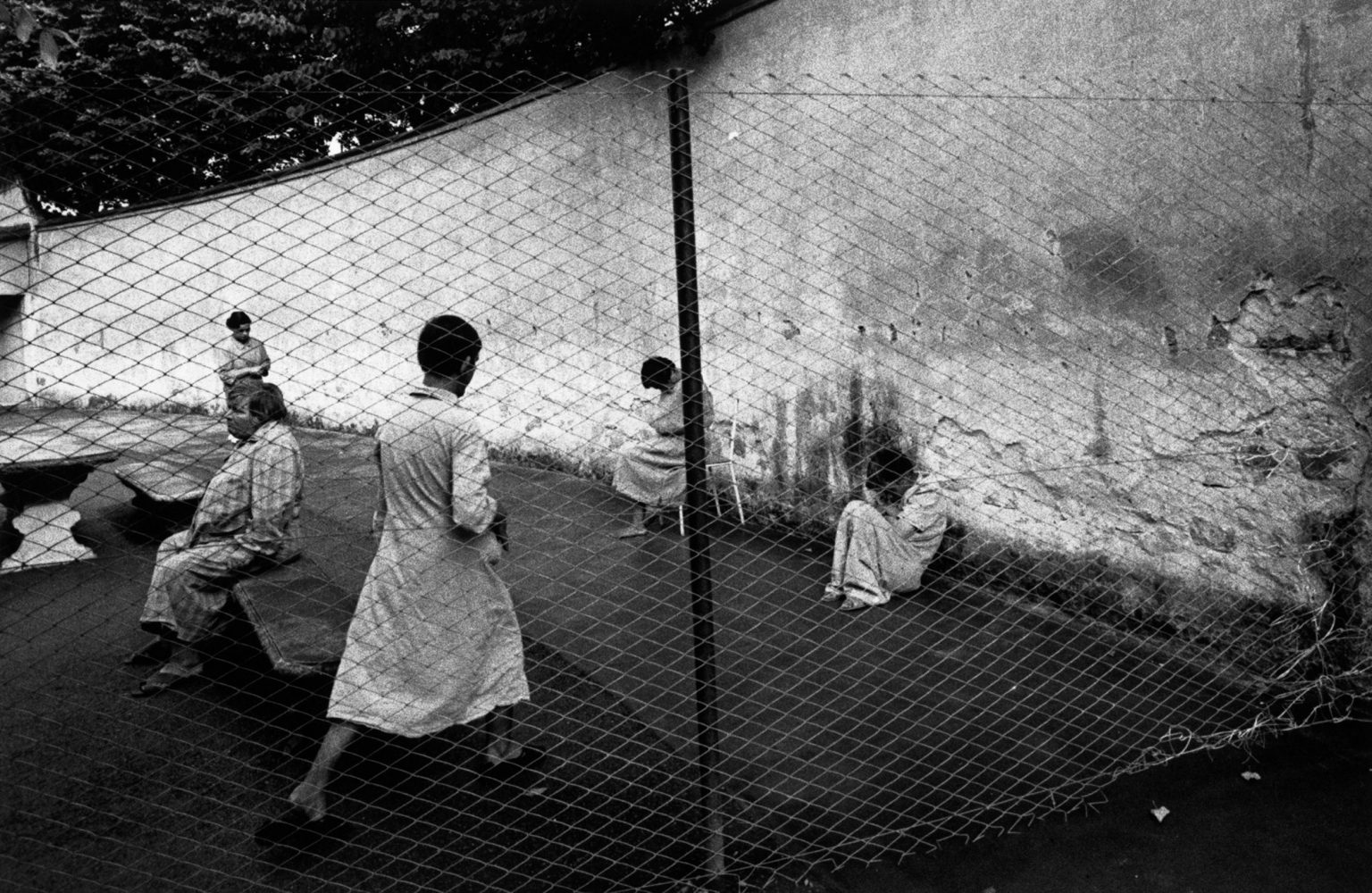"""Florence, 1968-1969 - Daily life inside the mental institution. ><  Firenze, 1968-1969 - Momenti di vita quotidiana nell'istituto psichiatrico.<p><span style=""""color: #ff0000""""><strong>*** SPECIAL   FEE   APPLIES ***</strong></span></p>"""