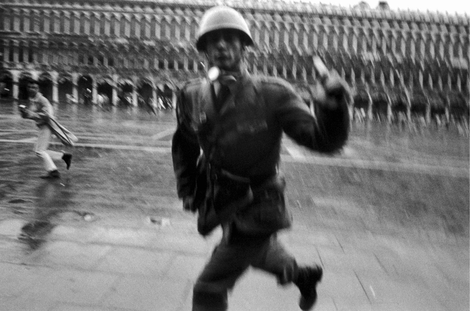 "VENICE 1969 - PROTESTS AT THE BIENNAL - VENEZIA 1969 - LA CONTESTAZIONE DELLA BIENNALE   34 Biennale d'Arte - The 34th Venice Contemporary Art Biennial <p><span style=""color: #ff0000""><strong>*** SPECIAL   FEE   APPLIES ***</strong></span></p> *** Local Caption *** 00104203"