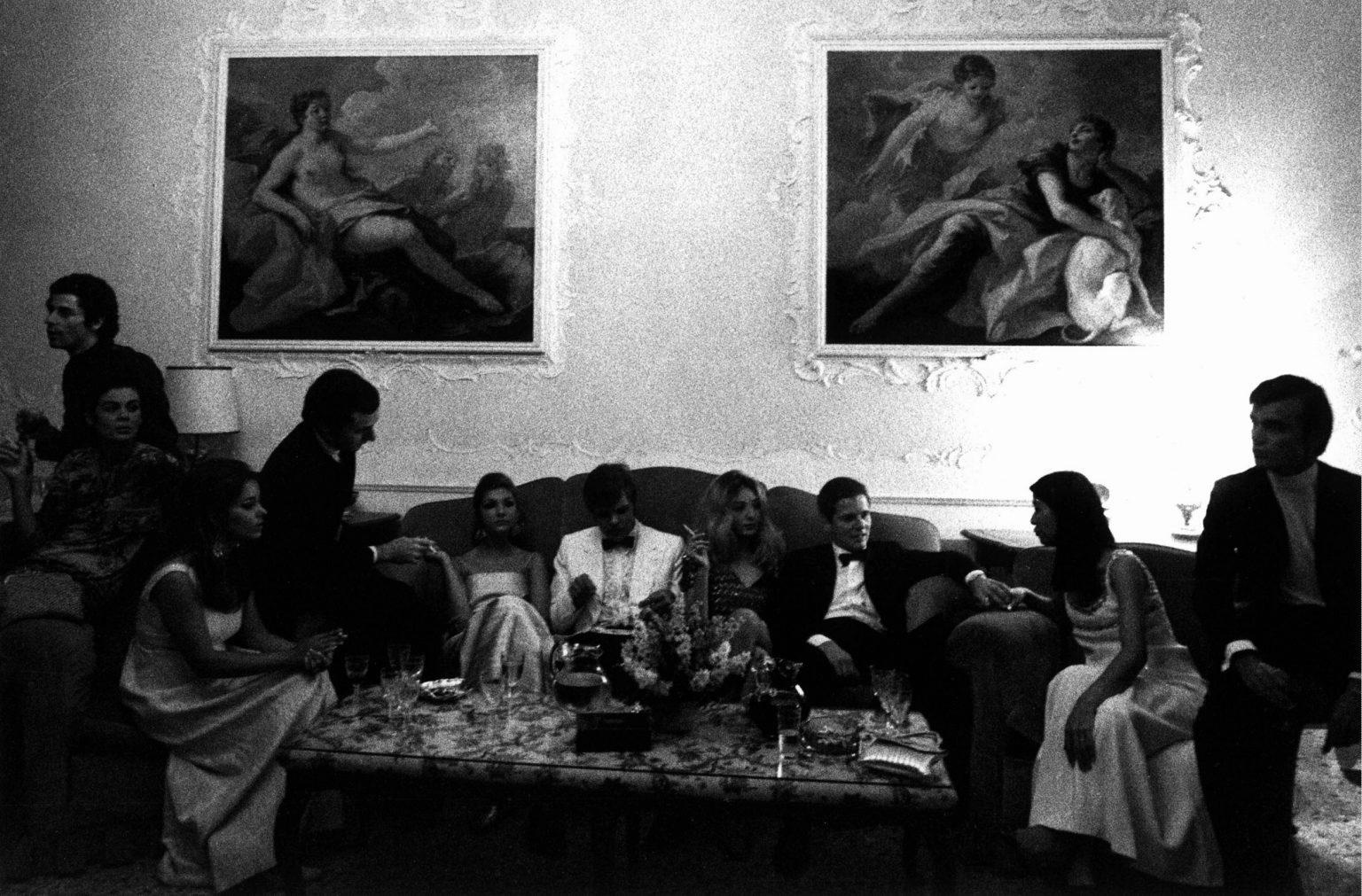 "VENICE 1960 - IN A RICH HOUSE -  VENEZIA 1960 - IN UNA CASA DI RICCHI<p><span style=""color: #ff0000""><strong>*** SPECIAL   FEE   APPLIES ***</strong></span></p> *** Local Caption *** 00097827"