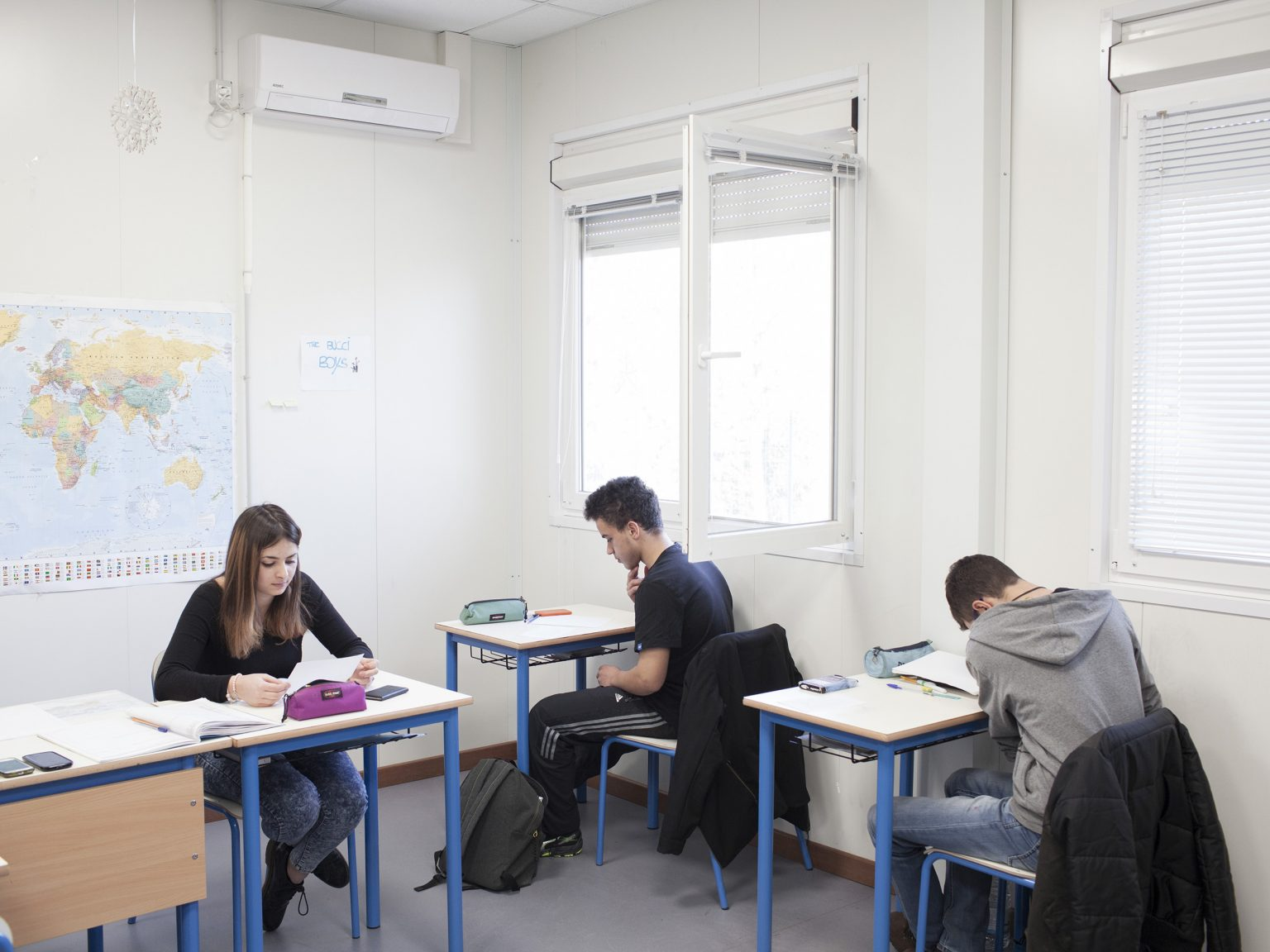 Amatrice, febbraio 2017 Studenti della 3° classe del liceo scientifico di Amatrice durante un compito di matematica.