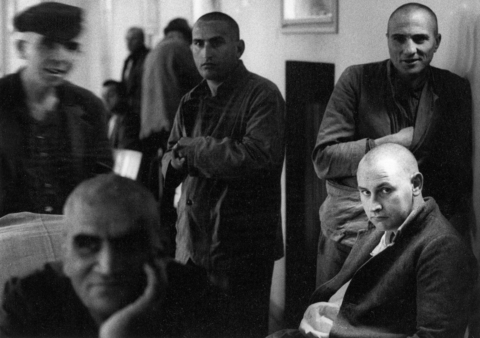 "Colorno (Parma), 1968-1969 - Male patients gathered inside a mental institution. ><  Colorno (Parma), 1968-1969 - Dei pazienti radunati all'interno dell'istituto psichiatrico.<p><span style=""color: #ff0000""><strong>*** SPECIAL   FEE   APPLIES ***</strong></span></p>"