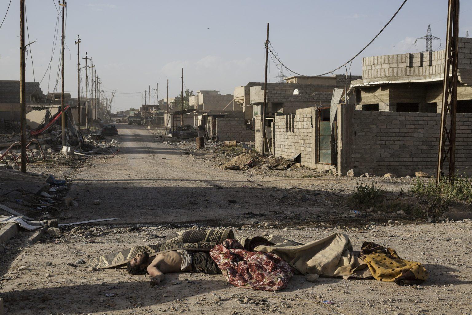 Mosul, Iraq - May 11th 2017 - supposed Islamic State fighters bodies, lying on the ground of the new liberated area on the western part of the city. ------------ Mosul, Iraq - 11 maggio 2017 - corpi di presunti combattenti dello Stato Islamico, adagiati sul terreno della nuova area liberata nella parte occidentale della città.