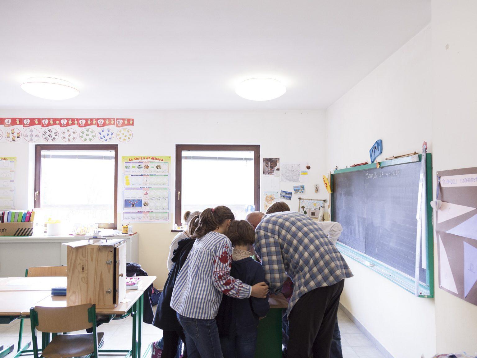 La scuola primaria di Lauco ha 16 alunni in 2 pluriclassi, una 1a-2a-3a e una 4a-5a. Sauris è il comune più di alto del Friuli