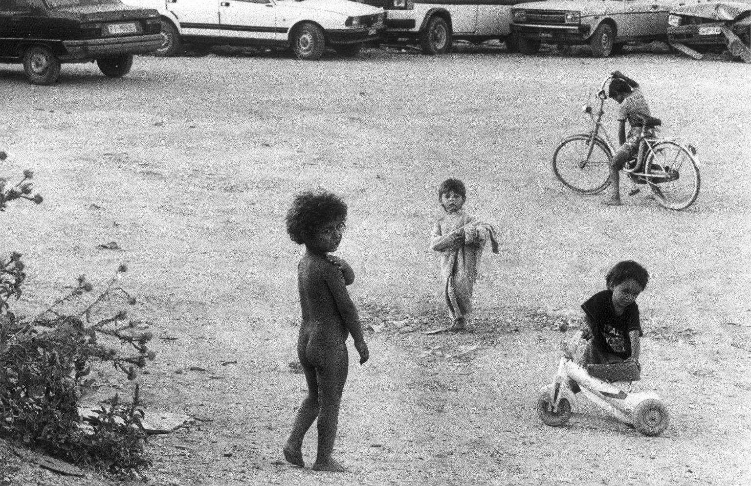FIRENZE 1993 - CAMPO NOMADI. FLORENCE 1993 - NOMADS CAMP.