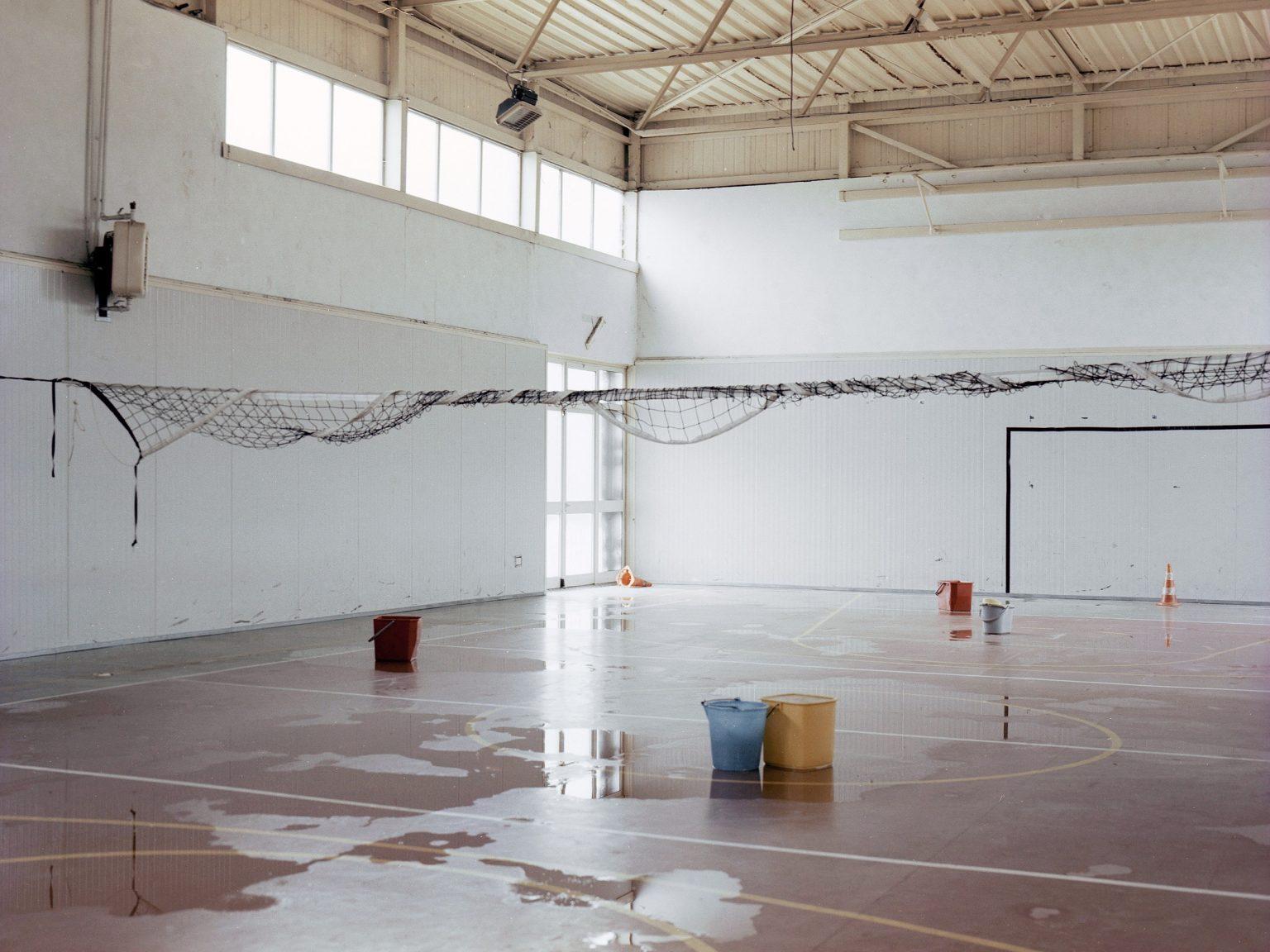 La palestra dell'istituto alberghiero E.V. Cappello di Piedimonte Matese, allagata ed inutilizzabile.   The gym of the E.V. Piedimonte Matese hat, flooded and unusable.