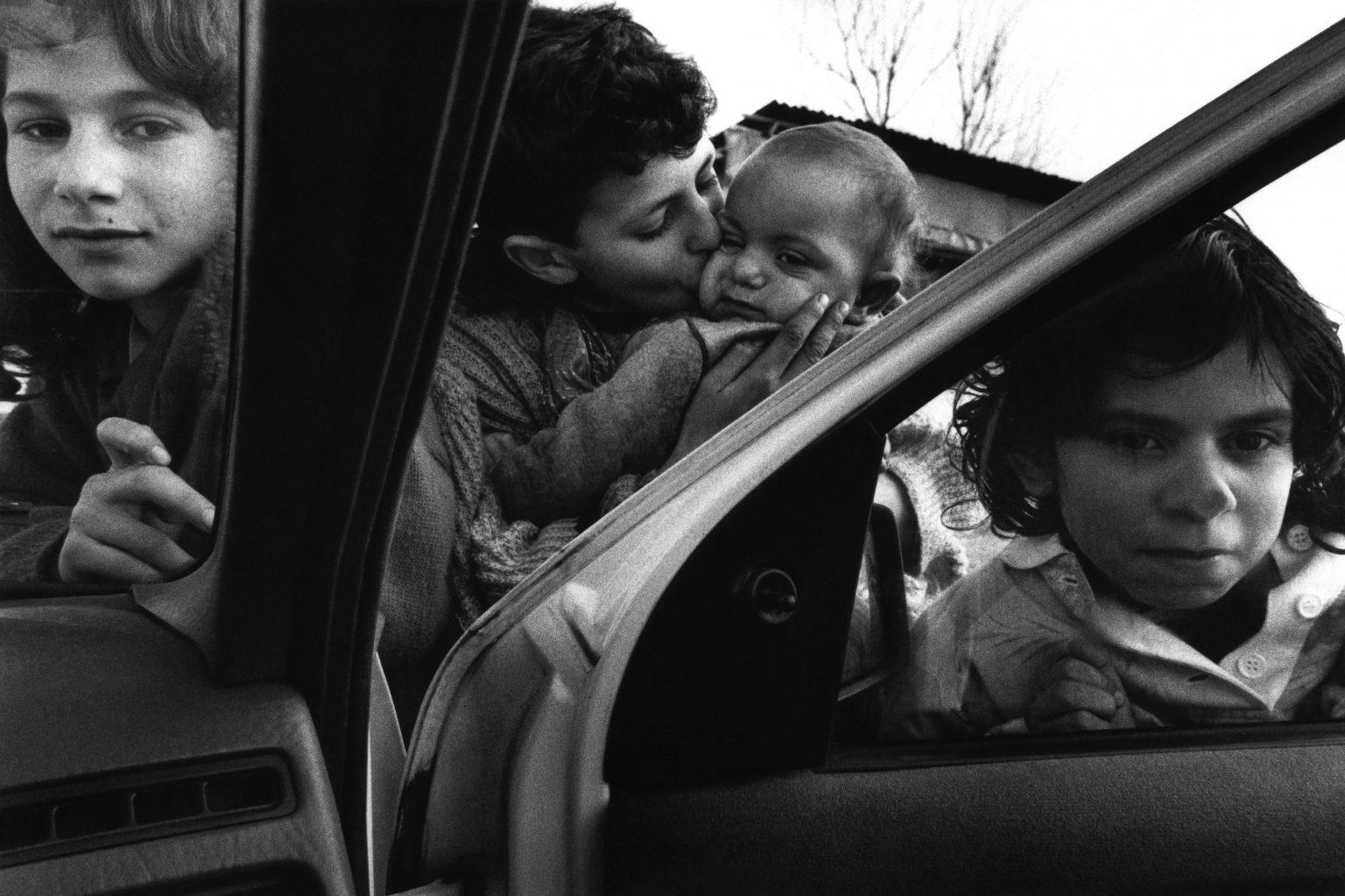 Florence , 1993 - Nomads' camp - Gypsy children >< Firenze , 1993 - Campo nomadi - Bambini zingari