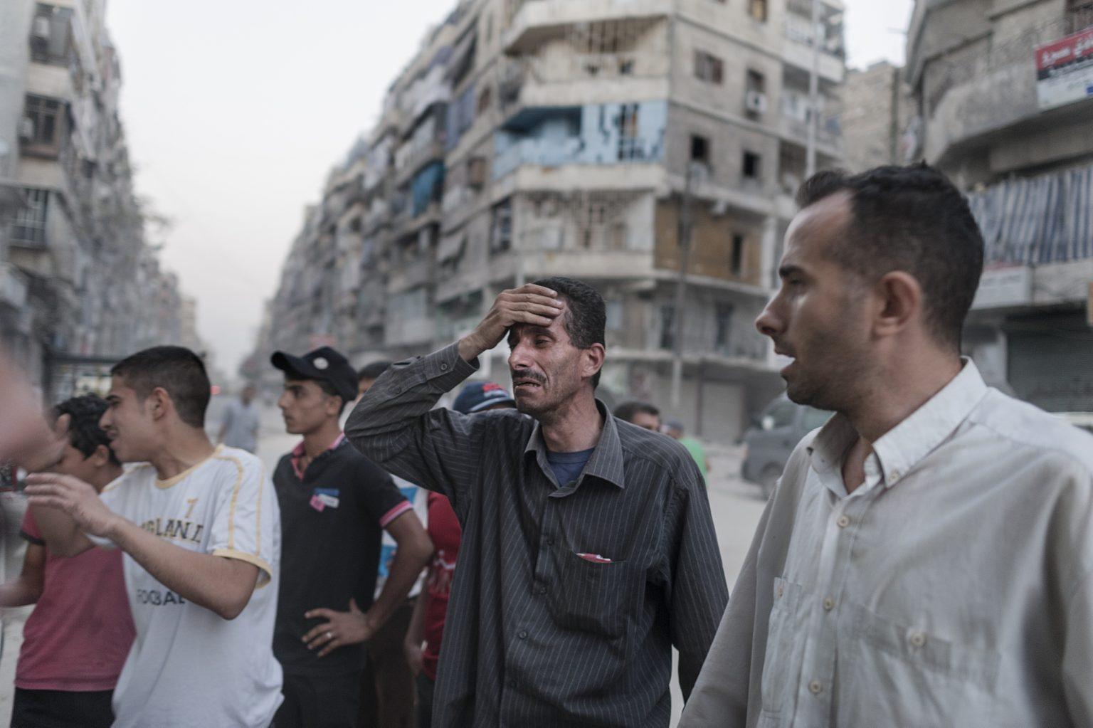 Aleppo, Syria September 29th 2012, civilians outside the hospital after the shelling by the government ----------- Aleppo, Siria 29 Settembre 2012, civili fuori dall'ospedale dopo i bombardamenti del governo