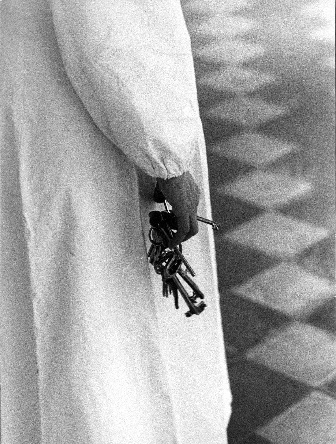 "Colorno (Parma), 1968-1969 - Inside a mental institution: a nurse holding keys. ><  Colorno (Parma), 1968-1969 - All'interno dell'istituto psichiatrico: un'inserviente tiene in mano delle chiavi.<p><span style=""color: #ff0000""><strong>*** SPECIAL   FEE   APPLIES ***</strong></span></p>"