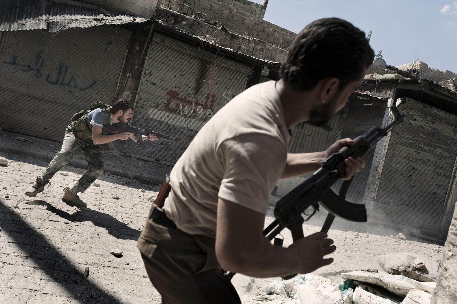 Aleppo, Syria September 24th 2012, rebels fighting against the position of a sniper of the government ——————— Aleppo, Siria 24 settembre 2012, ribelli che combattono contro la posizione di un cecchino del governo