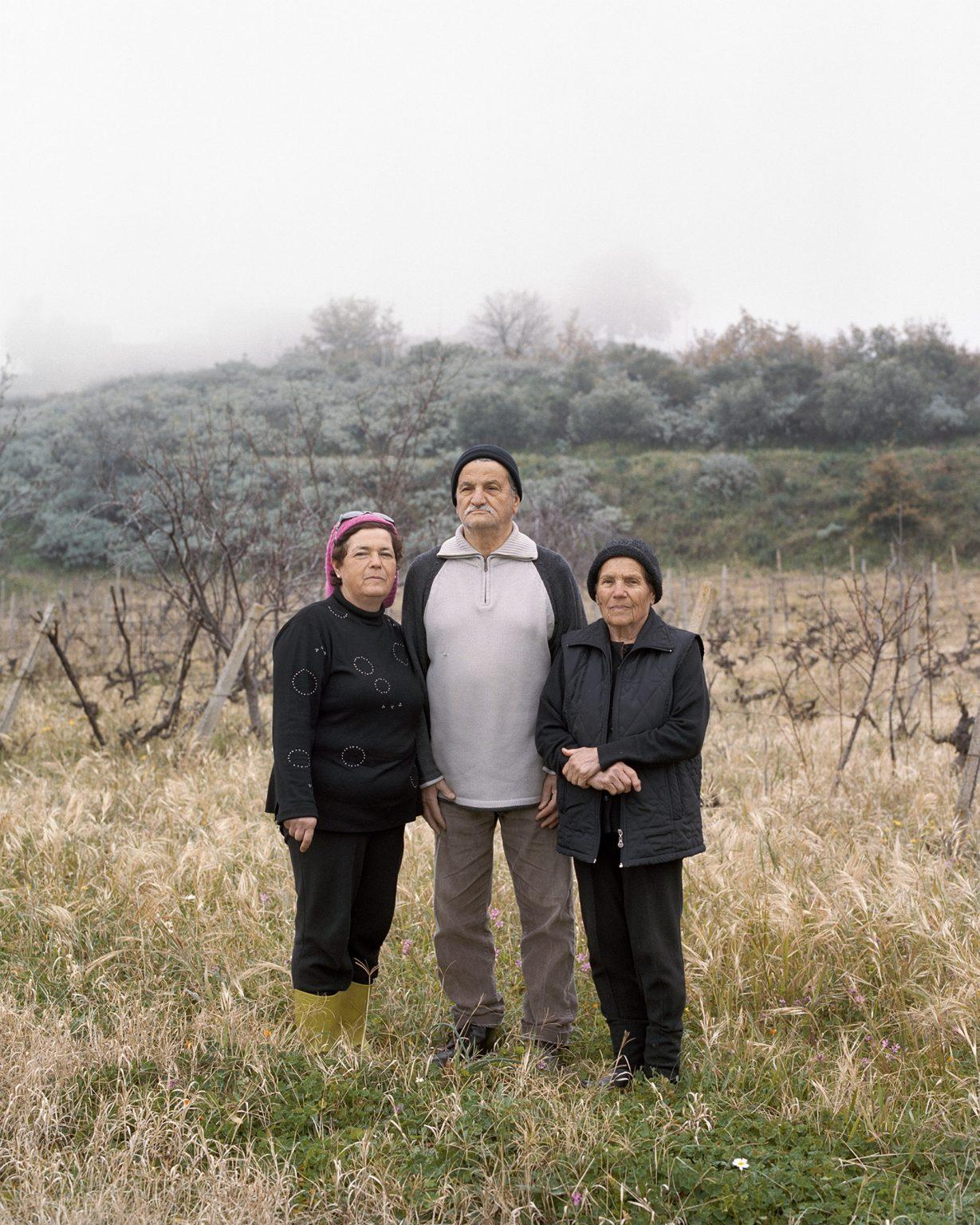 Lina (sx), suo marito Andrea e sua madre Franca, Bova Superiore (RC), febbraio 2016