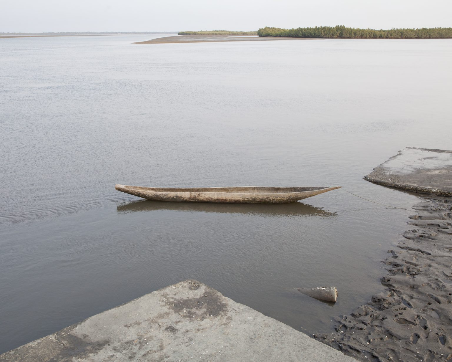 Bonthe town, Sierra Leone, March 2018 - Traditional boat >< Città di Bonthe, Sierra Leone, marzo 2018 - Barca tradizionale