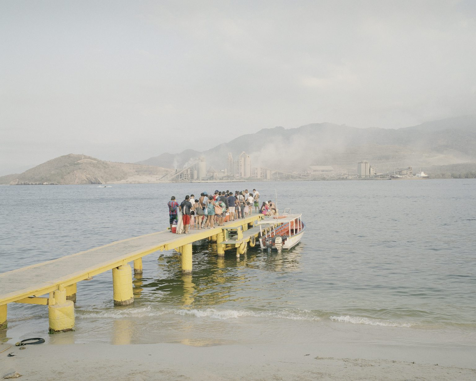 People waiting a boat after a day on the beach in the Isla de la Plata.