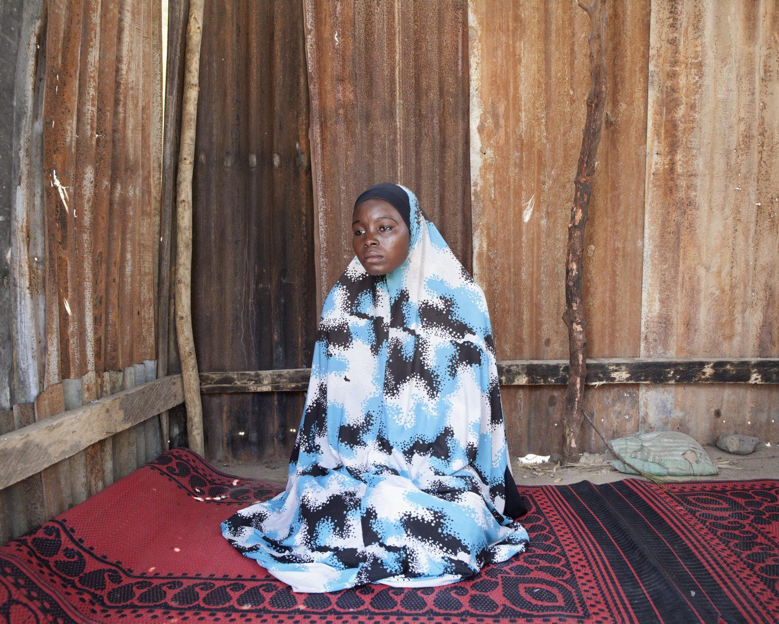 Bama, Borno State (Nigeria). A camp for internally displaced people. Kellu Tajani, 18, was kidnapped by Boko Haram. The terrorists have cut off her father's head in front of her, and then put it in her hands. After a few months as a slave, she ran away and hid in the savannah, then she reached the camp for displaced people in the town of Bama. >< Bama, Stato di Borno (Nigeria). Campo per sfollati. Kellu Tajani, 18 anni, è stata rapita da Boko Haram. I terroristi hanno tagliato la testa al padre davanti ai suoi occhi, e gliel'hanno messa in mano. Dopo qualche mese di prigionia, la ragazza è scappata nascondendosi nella savana, fino a raggiungere il campo per sfollati nella città di Bama.