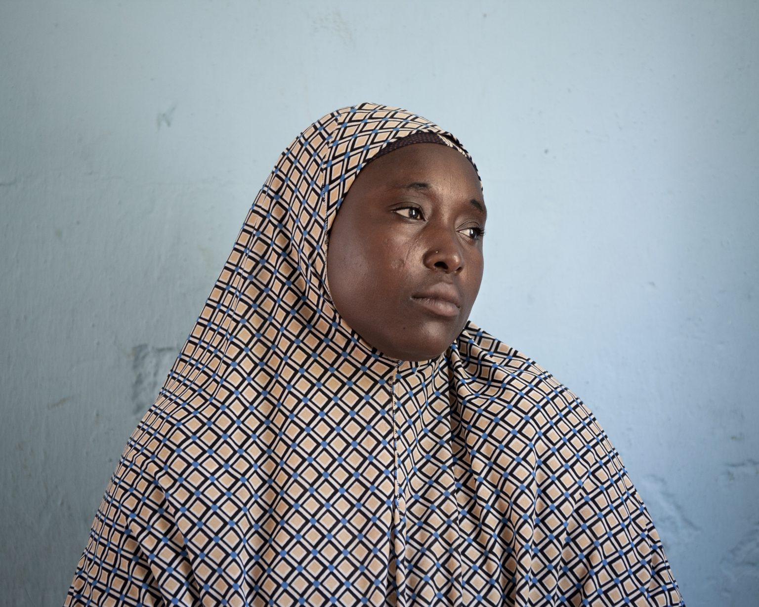 Bama, Borno State (Nigeria). A camp for internally displaced people. Halima, 25, was kidnapped by Boko Haram with her husband and children. She has lost two children: one of them was killed by her husband's brother, who militates with Boko Haram. >< Bama, Stato di Borno (Nigeria). Campo per sfollati. Halima, 25 anni, è stata rapita da Boko Haram insieme al marito e ai figli. Ha perso due bambini: uno di loro è stato ucciso dal fratello del marito, che milita con Boko Haram.