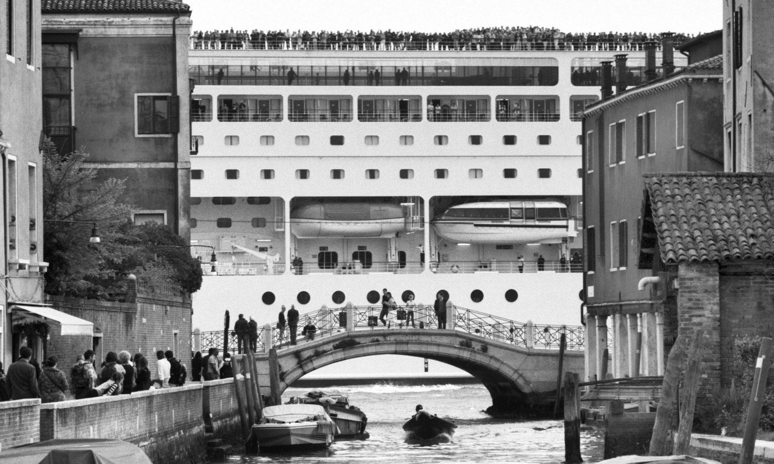 """Venice, April 2013 - Big cruise liners invade the city ><  Venezia, aprile 2013 - Le grandi navi da crociera invadono la città <p><span style=""""color: #ff0000""""><strong>*** SPECIAL   FEE   APPLIES ***</strong></span></p>*** SPECIAL   FEE   APPLIES *** *** Local Caption *** 00473492"""