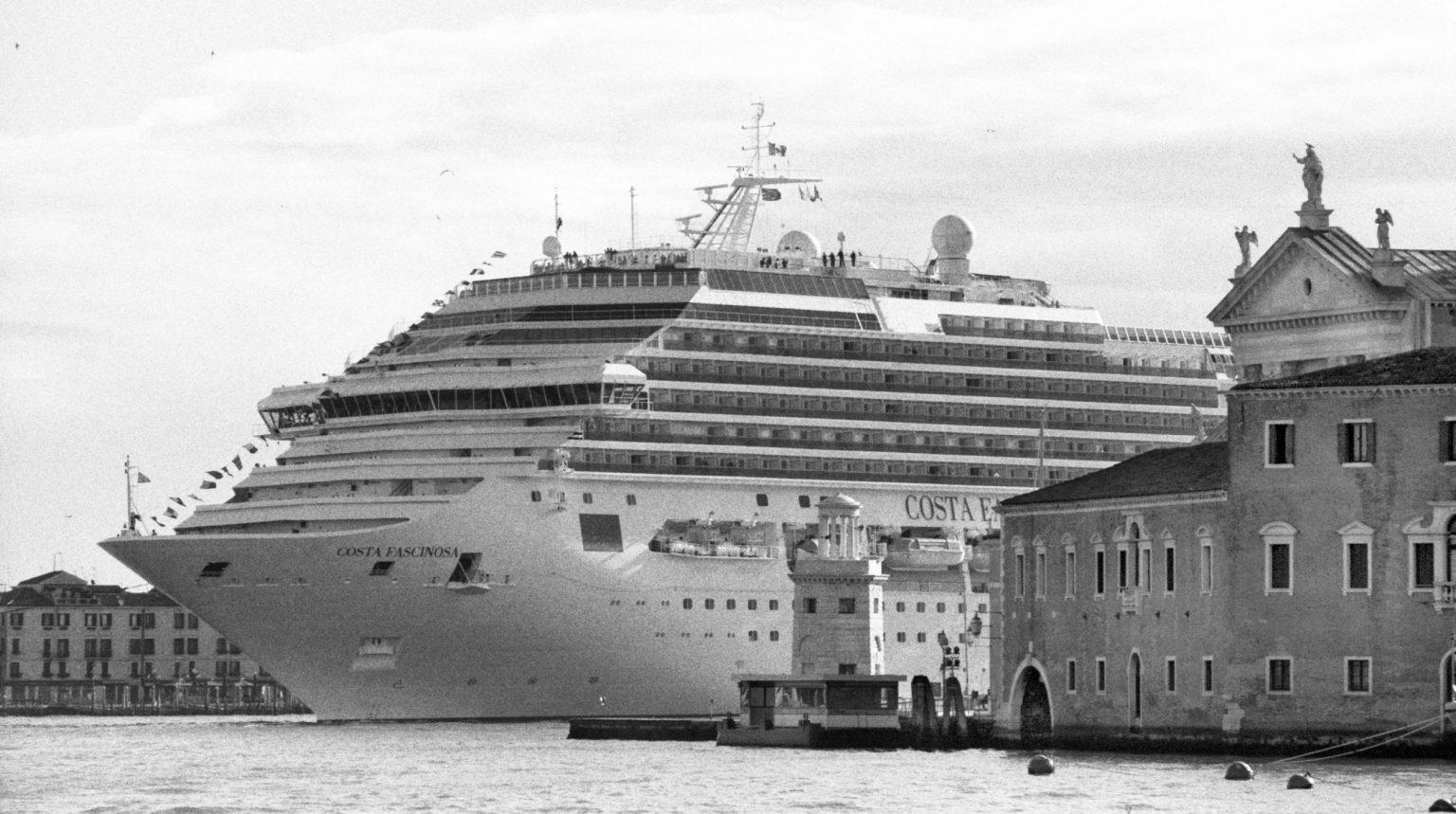 """Venice, April 2013 - Big cruise liners invade the city - Costa Fascinosa cruise ship passing by the old town ><  Venezia, aprile 2013 - Le grandi navi da crociera invadono la città - La nave da crociera Costa Fascinosa passa davanti al centro storico<p><span style=""""color: #ff0000""""><strong>*** SPECIAL   FEE   APPLIES ***</strong></span></p>*** SPECIAL   FEE   APPLIES *** *** Local Caption *** 00473490"""