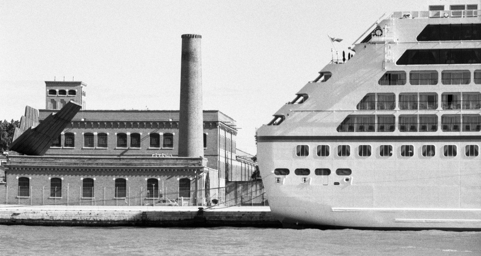 """Venice, April 2013 - Big cruise liners invade the city ><  Venezia, aprile 2013 - Le grandi navi da crociera invadono la città <p><span style=""""color: #ff0000""""><strong>*** SPECIAL   FEE   APPLIES ***</strong></span></p>*** SPECIAL   FEE   APPLIES *** *** Local Caption *** 00473485"""