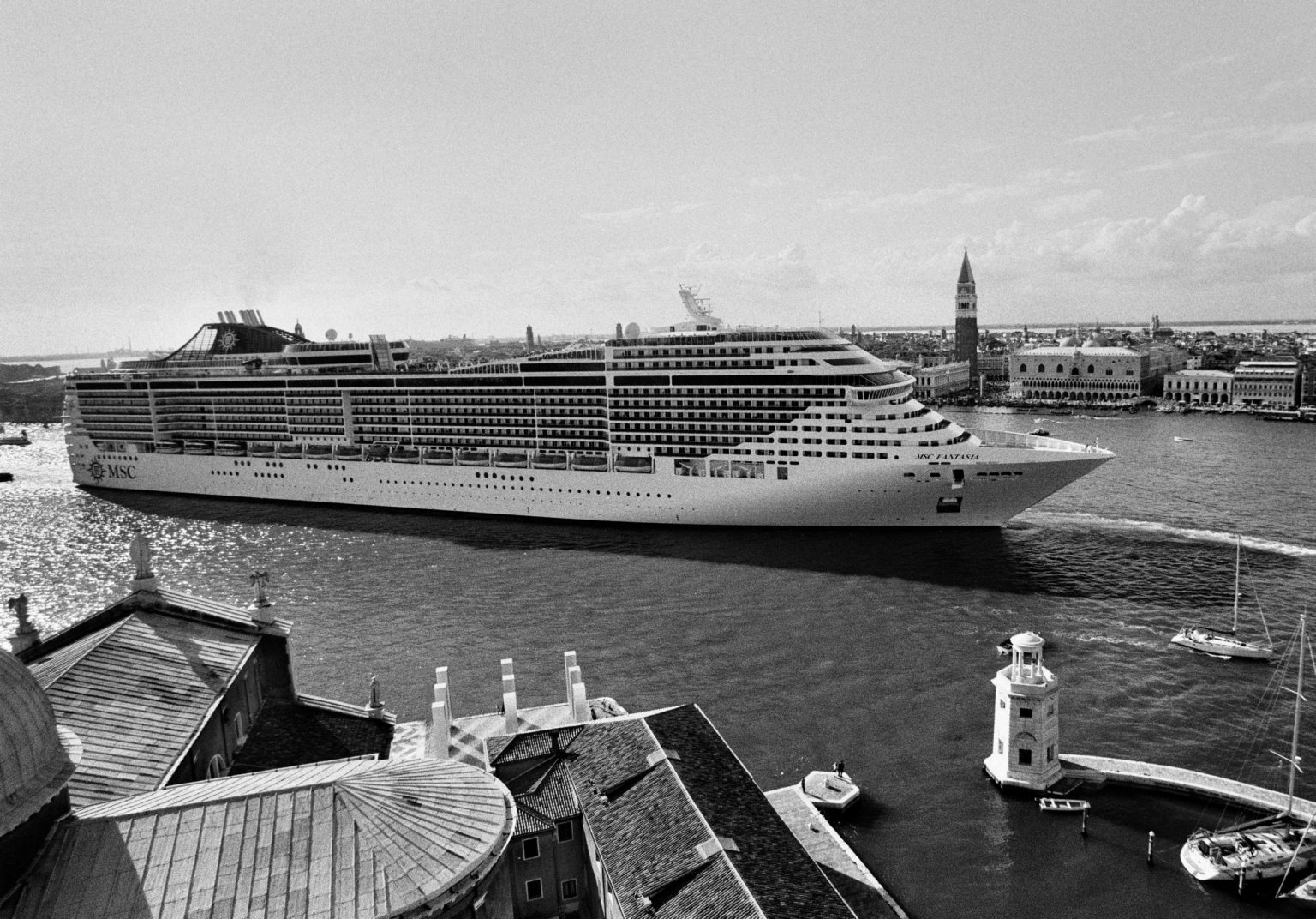 """Venice, August 2013 - Big cruise liners invade the city - MSC Fantasia cruise ship passing by the old town ><  Venezia, agosto 2013 - Le grandi navi da crociera invadono la città - La MSC Fantasia passa davanti al centro storico<p><span style=""""color: #ff0000""""><strong>*** SPECIAL   FEE   APPLIES ***</strong></span></p>*** SPECIAL   FEE   APPLIES *** *** Local Caption *** 00527933"""