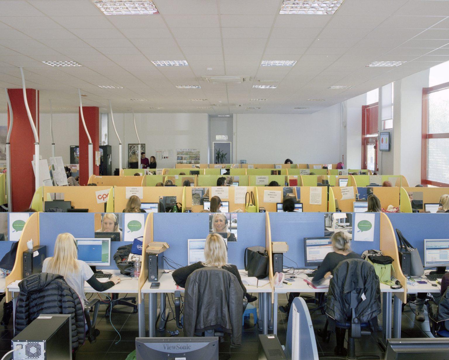 Call&Call, La Spezia, 2015. 600 employees, 80% are women with an average age of 35 years old . >< Call&Call, La Spezia, 2015. Call center della Call&Call, 600 dipendenti di cui 80% donne con eta` media di 35 anni.