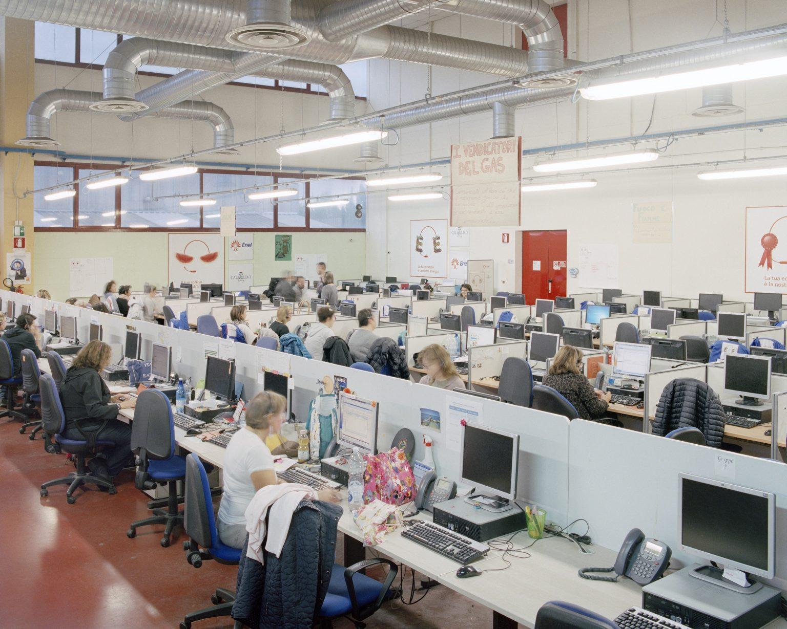 Call&Call, Pistoia (FI), 2015. 250 employees, 80% are women with an average age of 35 years old.  >< Call&Call, Pistoia (FI), 2015. Call center della Call&Call, 250 dipendenti di cui 80% donne con eta` media di 35 anni.