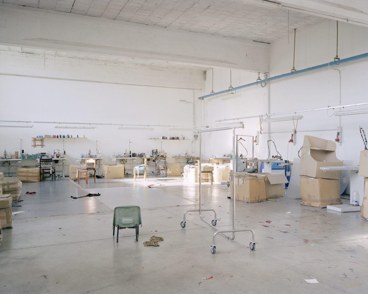 Textyle district, Prato, 2016. Chinese textile workshop seized by the Municipal Police. >< Distretto tessile del Macrolotto, Prato, 2016. Laboratorio tessile cinese posto sotto sequestro dalla Polizia Municipale di Prato.