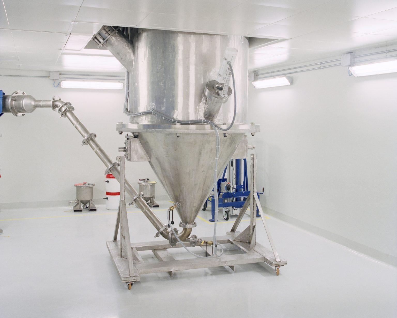 Avio Aero, Cameri (NO), 2017. View of the Titanium Alumina (TiAl) powdery plant at the Avio Aero plant in Cameri (NO). TiAl is a special, lightweight and durable intermetallic alloy, used to produce, through the additive manufacturing - better known as 3D printing - various components of the next-generation aeronautical engines. ><  Avio Aero, Cameri (NO), 2017. Un particolare dell'impianto di produzione delle polveri di Alluminuro di Titanio (TiAl) nello stabilimento Avio Aero di Cameri (NO). Il TiAl è una speciale lega intermetallica molto leggera e resistente, utilizzata per realizzare, tramite l'additive manufacturing – meglio nota come stampa 3D - diverse componenti dei motori aeronautici di nuova generazione.