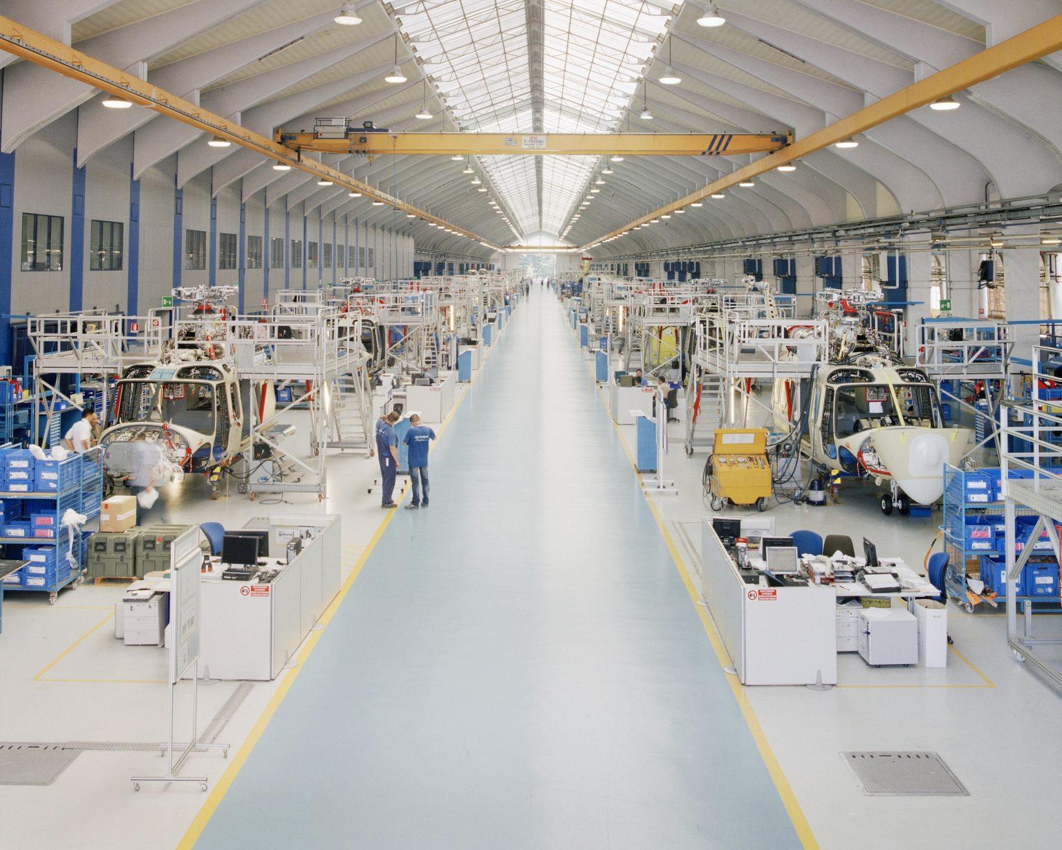 Leonardo, Vergiate (VA), 2017. Leonardo Finmeccanica helicopter production plant in Vergiate. ><  Leonardo, Vergiate (VA), 2017. Leonardo Finmeccanica divisione elicotteri, veduta dello stabilimento produttivo di Vergiate.