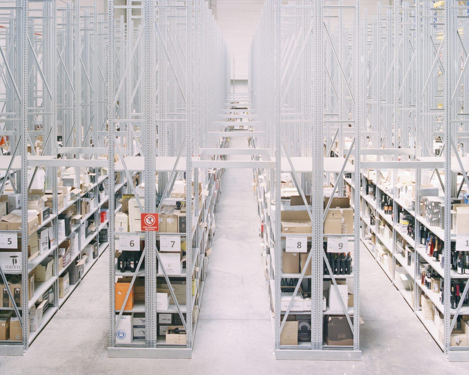 Fiege, Arese (MI), 2017. Fiege, a German company specialized in e-commerce logistics of different brands. Inside the warehouse Arese 4, logistic center of Tannico and Vino75 (online wine shops). The warehouse is inside the old factory of Alfa Romeo in Arese. >< Fiege, Arese (MI), 2017. Azienda tedesca specializzata nella logistica di numerosi marchi. Nel magazzino Arese 4 sono presenti Tannico e Vino75 (e-commerce specializzato in vino). Il magazzino ospitava la vecchia industria automobilistica dell'Alfa Romeo di Arese.