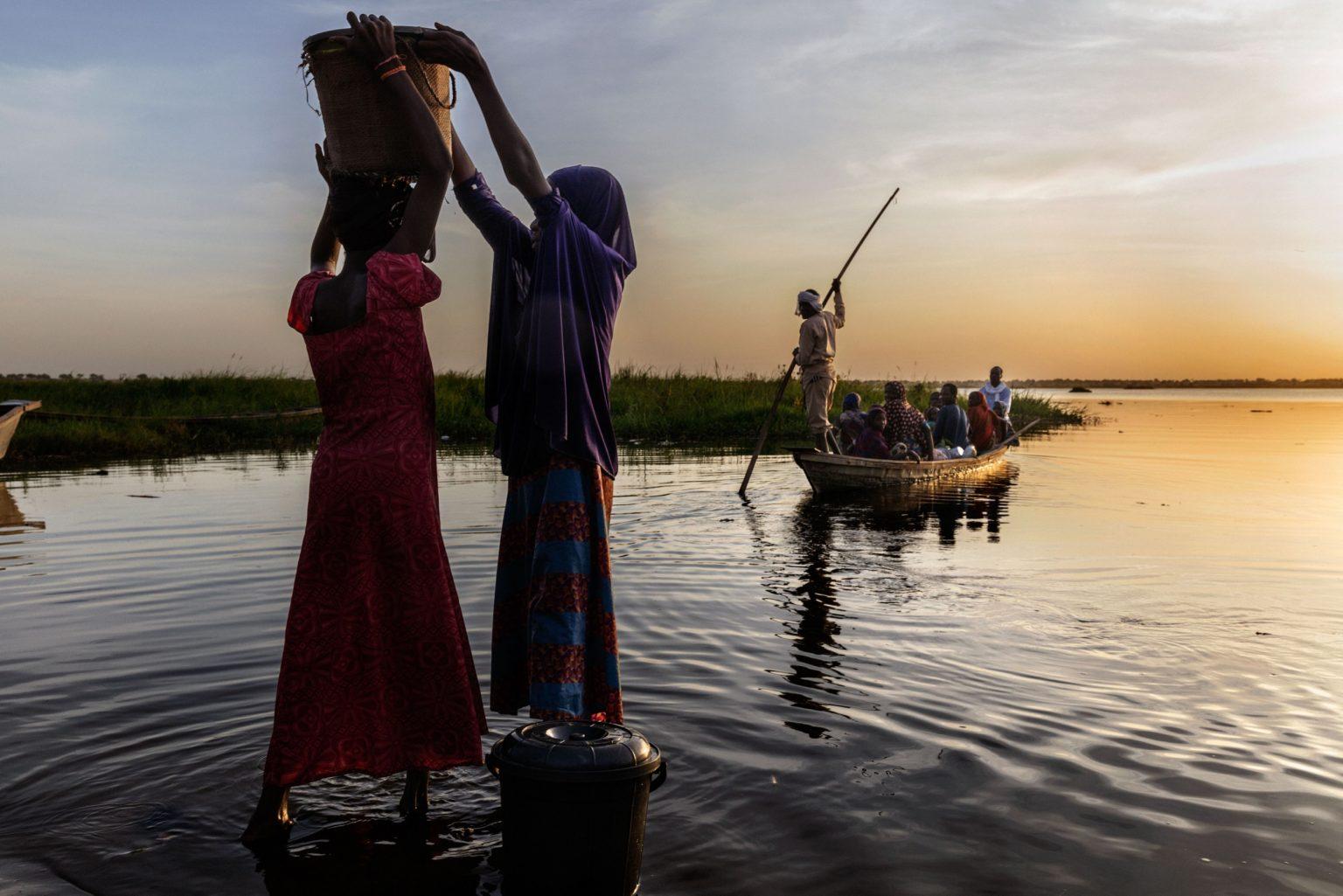 Africa, Chad, Bol, October 2018 - A severe humanitarian crisis is underway in the Lake Chad basin. Over two million refugees, as well as five million people are at risk of food insecurity and 500,000 children are suffering from acute malnutrition. Lake Chad is shrincking rapidly, due to desertification that is threatening the very existence of the people who live on its banks and the ecosystem of its waters. Chad was once the fourth largest lake in Africa. However, since the 1950s its surface has shrunk by 90%.>< Africa, Ciad, Bol, Ottobre 2018 - Una grave crisi umanitaria si sta abbattendo sul Lago Ciad. Oltre due milioni di rifugiati e cinque milioni di persone sono minacciati dall?insicurezza alimentare; 50,000 bambini soffrono di malnutrizione acuta. Il Lago Ciad si sta restringendo rapidamente per via della desertificazione che sta mettendo in pericolo l'esistenza stessa delle persone che vivono sulle sue sponde e l'ecosistema delle sue acque. Ciad era un tempo uno dei quattro laghi più grandi in Africa. Tuttavia, dal 1950 la superficie si è ridotta del 50%. *** SPECIAL   FEE   APPLIES *** *** Local Caption *** 01362920