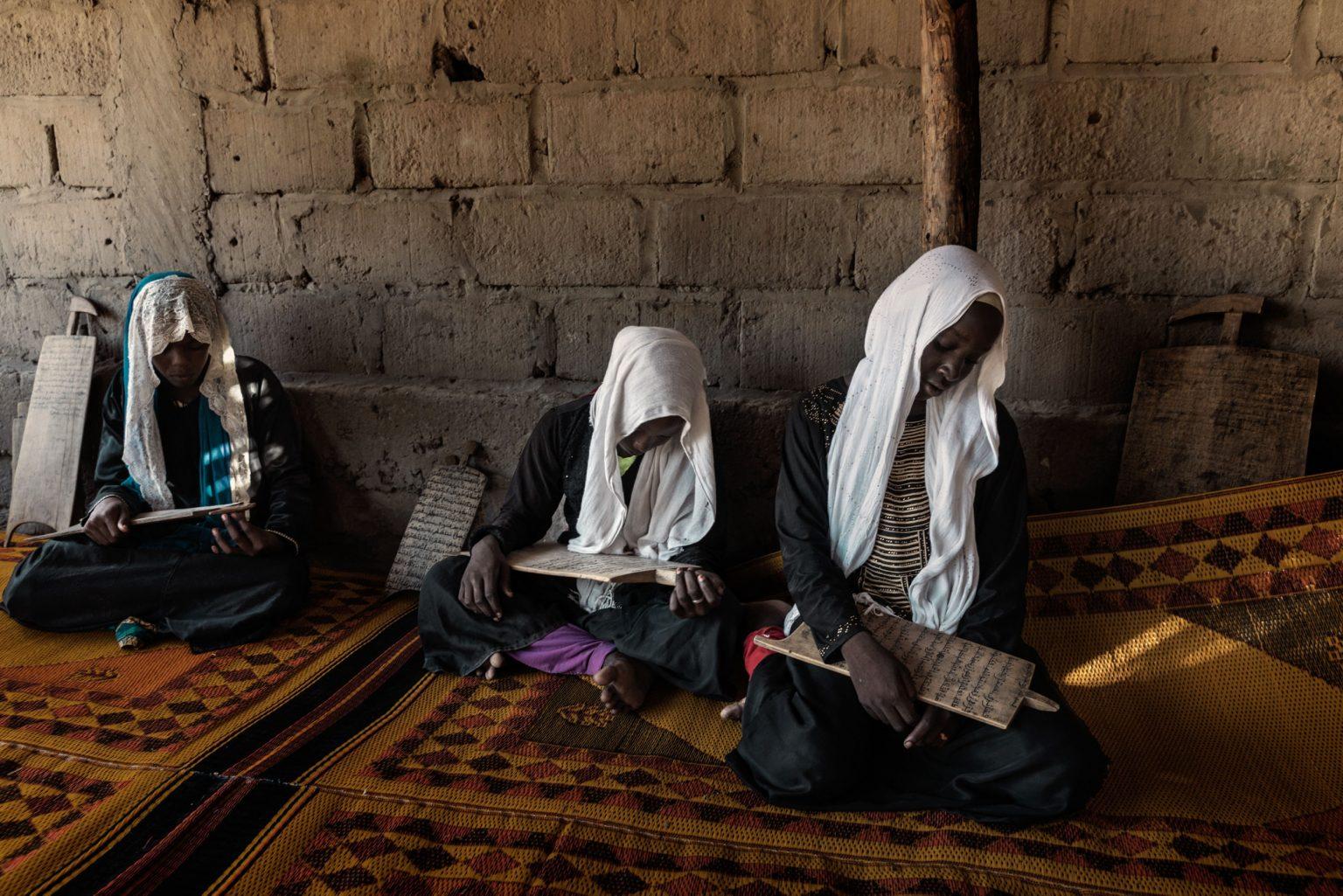 Africa, Chad, Bol, October 2018 - The madrasa, or Koran school, of Yusuf Abakar Kori, where 390 children study and where the true precepts of Islam are taught. >< Africa, Ciad, Bol, Ottobre 2018 - La madrasa o la Scuola del Corano di Yusuf Abakar Kori, dove studiano 390 bambini e dove vengono insegnati i veri precetti dell'Islam.*** SPECIAL   FEE   APPLIES *** *** Local Caption *** 01362907