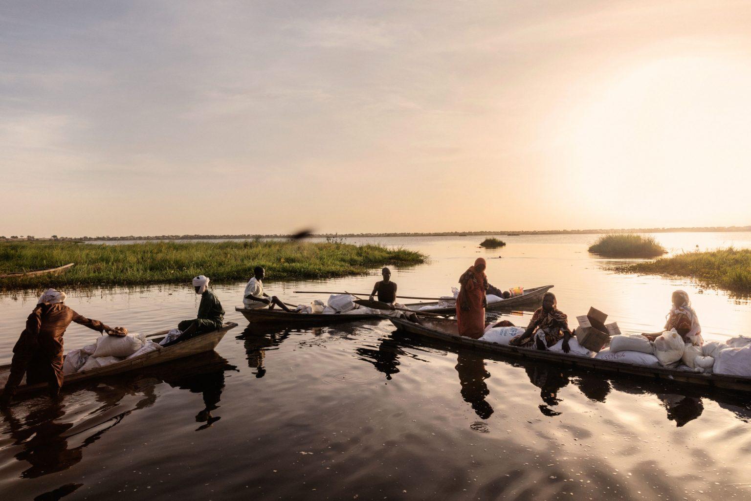 Africa, Chad, Bol, October 2018 - A severe humanitarian crisis is underway in the Lake Chad basin. Over two million refugees, as well as five million people are at risk of food insecurity and 500,000 children are suffering from acute malnutrition. Lake Chad is shrincking rapidly, due to desertification that is threatening the very existence of the people who live on its banks and the ecosystem of its waters. Chad was once the fourth largest lake in Africa. However, since the 1950s its surface has shrunk by 90%.>< Africa, Ciad, Bol, Ottobre 2018 - Una grave crisi umanitaria si sta abbattendo sul Lago Ciad. Oltre due milioni di rifugiati e cinque milioni di persone sono minacciati dall?insicurezza alimentare; 50,000 bambini soffrono di malnutrizione acuta. Il Lago Ciad si sta restringendo rapidamente per via della desertificazione che sta mettendo in pericolo l'esistenza stessa delle persone che vivono sulle sue sponde e l'ecosistema delle sue acque. Ciad era un tempo uno dei quattro laghi più grandi in Africa. Tuttavia, dal 1950 la superficie si è ridotta del 50%. *** SPECIAL   FEE   APPLIES *** *** Local Caption *** 01362906