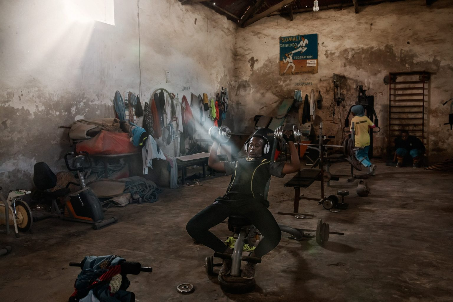 Africa, Somalia, Benaadir region. Mogadishu. 15/09/2017. The Banadir gym in Abdiaziz District. In this gym, people practice boxing, judo, weights and athletics. The present of the Somali capital. Behind it, a civil war lasting 25 years; ahead of it, a future of rebirth. Mogadishu is at a crossroads. On the one hand, the persistence of a surreptitious conflict based on a new, asymmetrical strategy of terror with Al-Shabaab, yet on the other, a desire for a return to normal life on the part of the Somali people, who are timidly seeking to carve out a role for themselves.