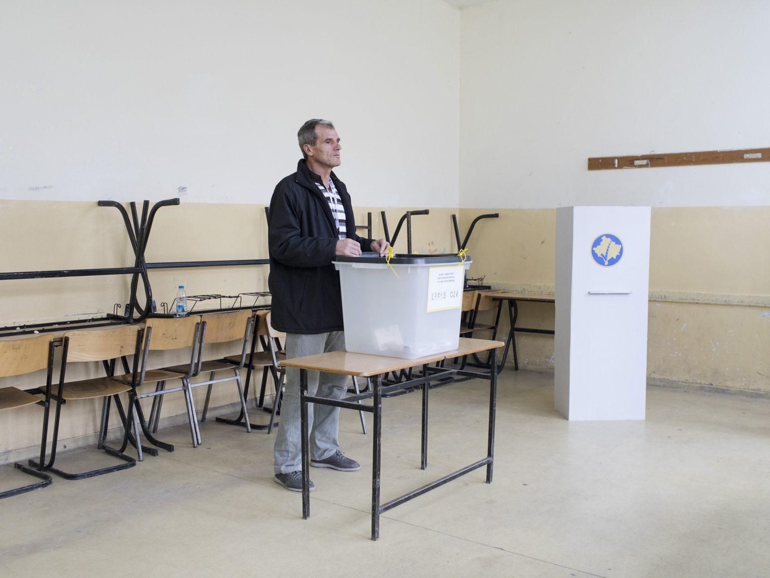 "Inside the polling station n.2 at the ""Lutfi Musiqi"" school in Vushtrri / Vučitrn, around 28km North of Prishtina / Priština, during the ballot vote for the election of the new mayor."